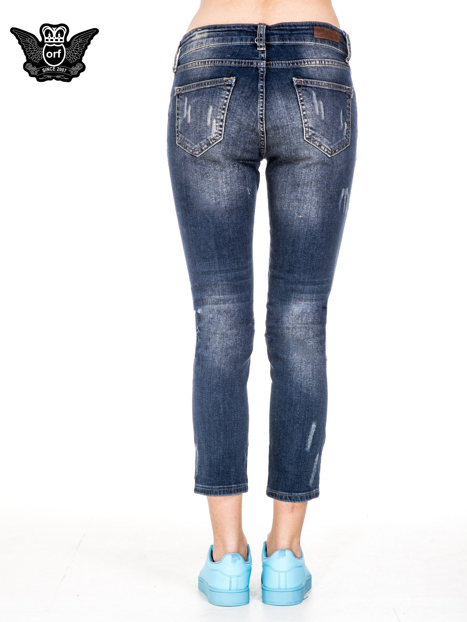 Ciemnoniebieskie spodnie jeansowe rurki z dużymi dziurami                                  zdj.                                  5