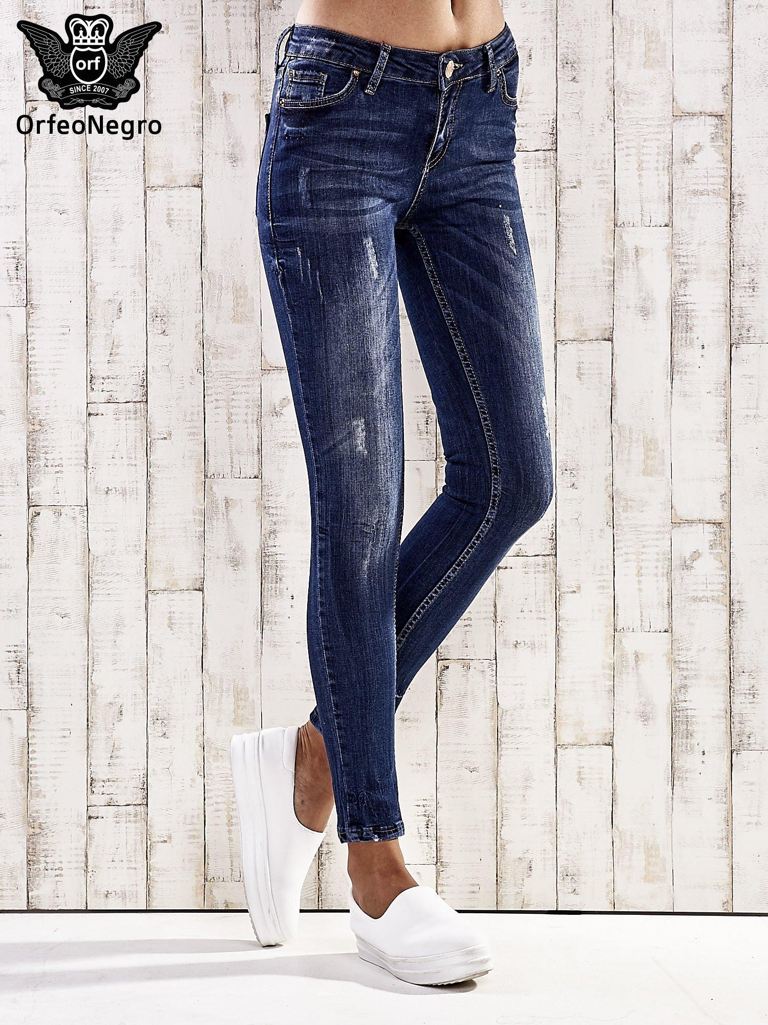 Ciemnoniebieskie spodnie skinny jeans z efektem marble denim                                  zdj.                                  1