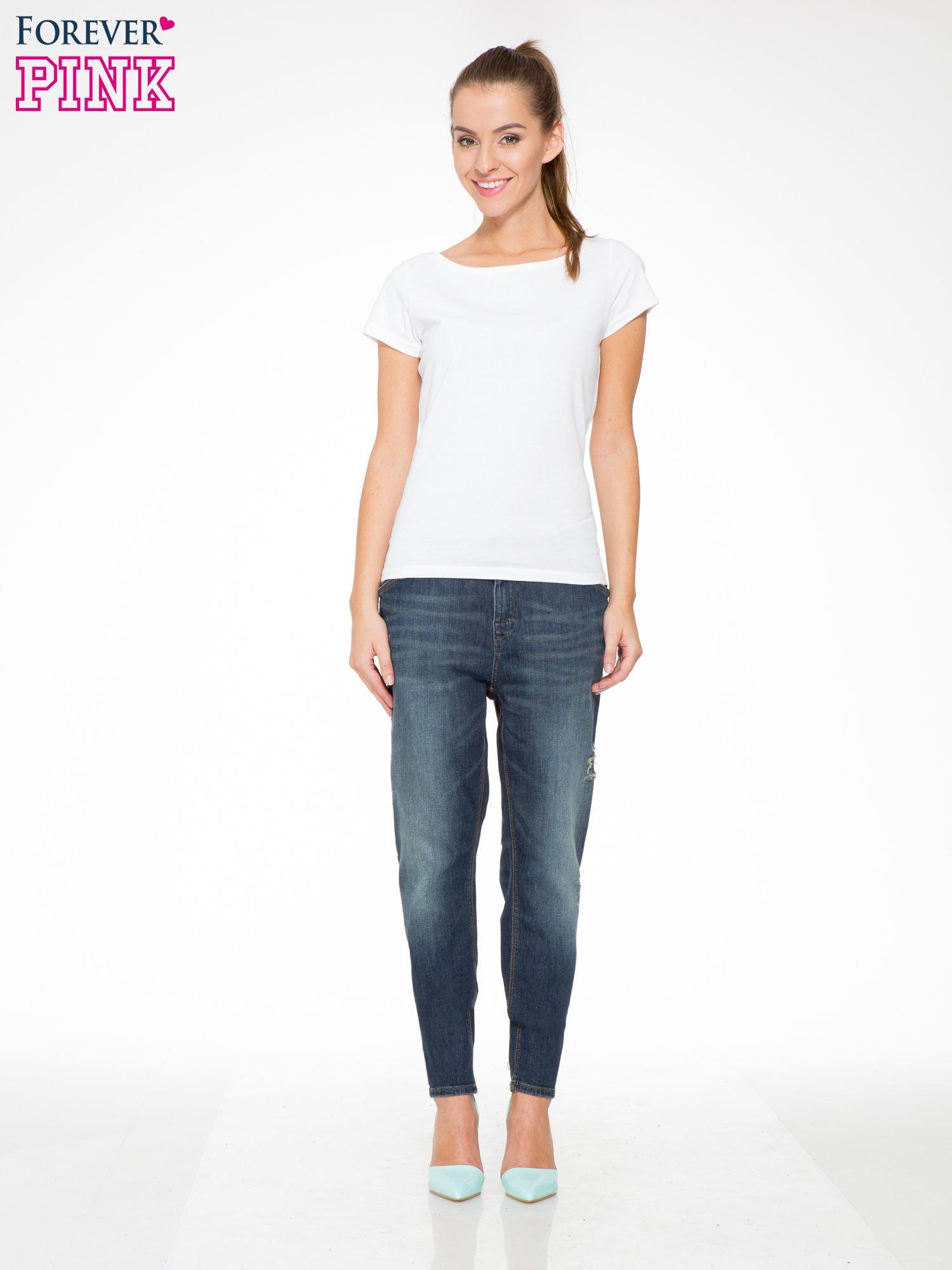 Ciemnoniebieskie spodnie typu boyfriend jeans z przetarciami                                  zdj.                                  2