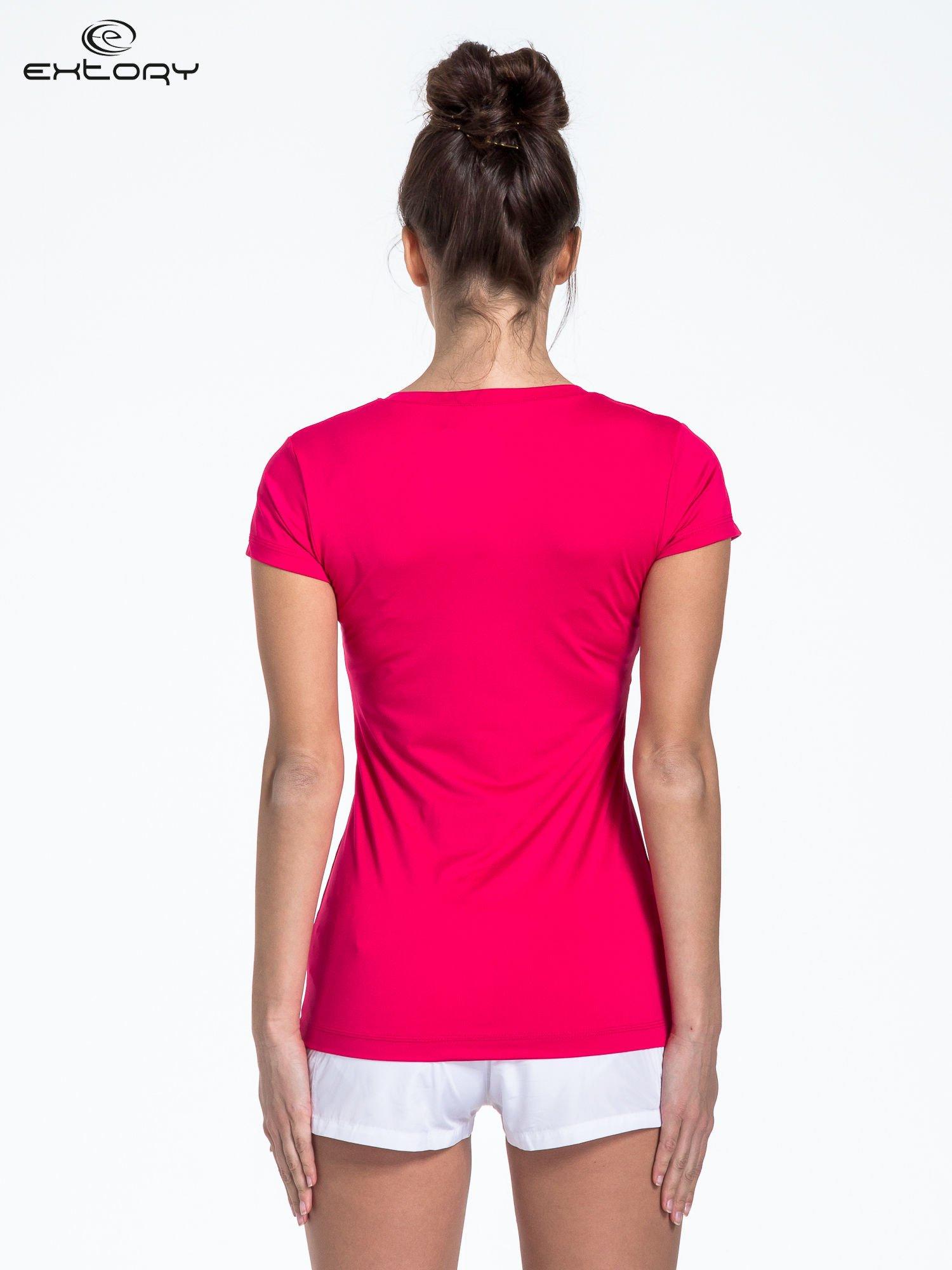 Ciemnoróżowy t-shirt sportowy termoaktywny z dekoltem V                                  zdj.                                  4