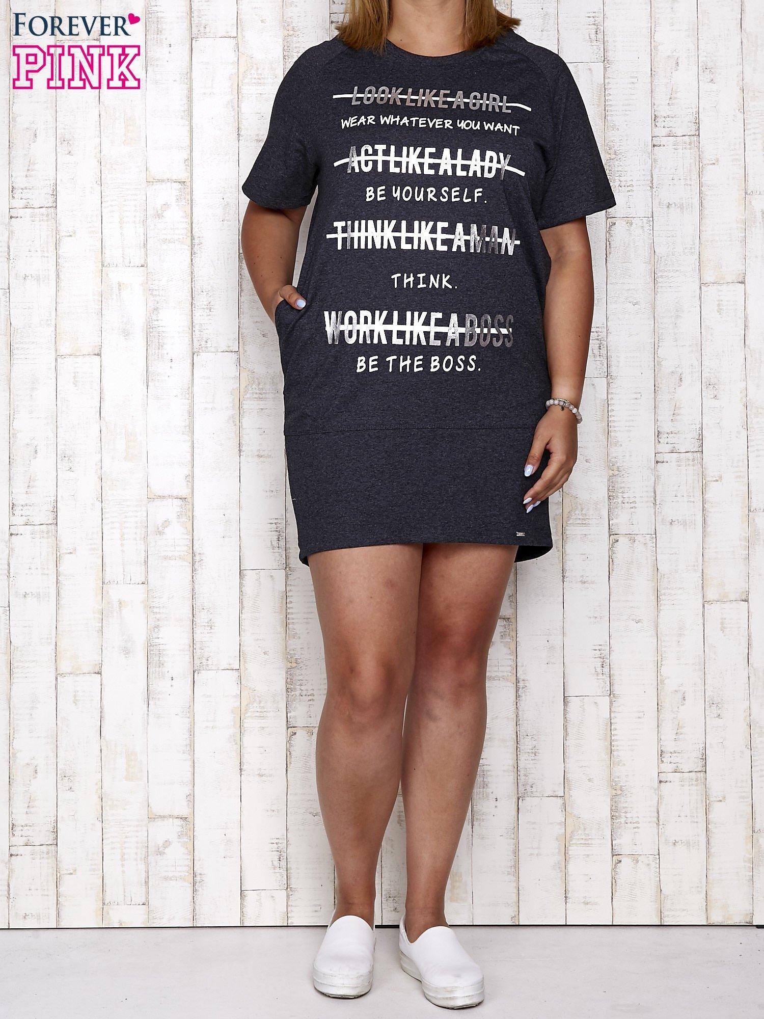 Ciemnoszara sukienka dresowa z silver printem PLUS SIZE                                  zdj.                                  2