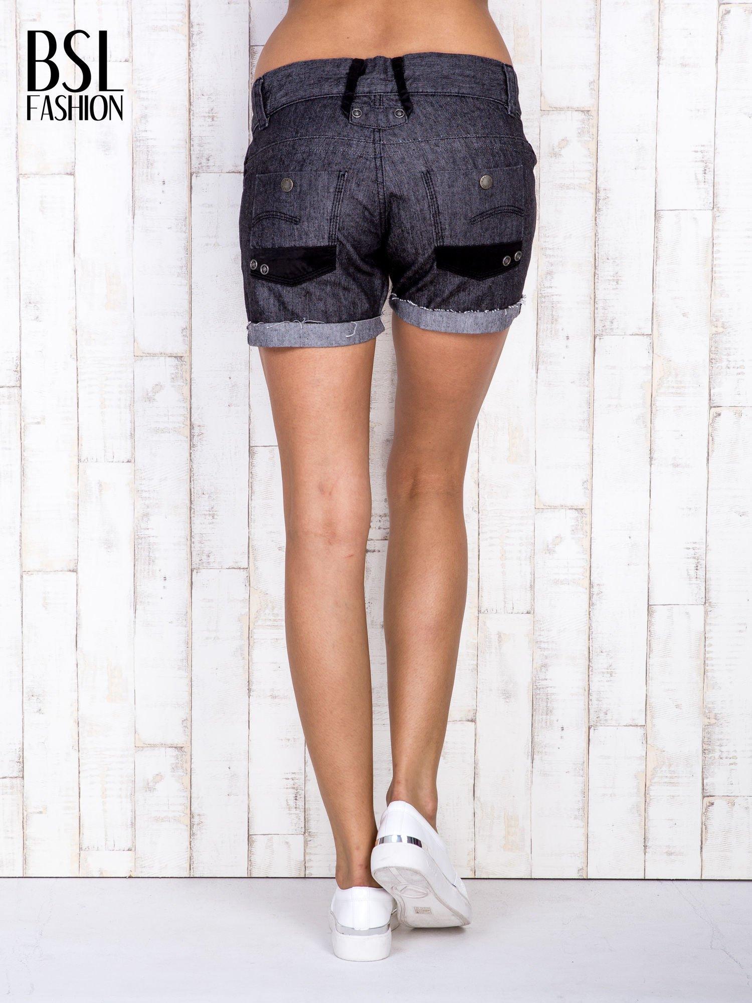 Ciemnoszare szorty jeansowe z materiałowymi wstawkami                                  zdj.                                  4