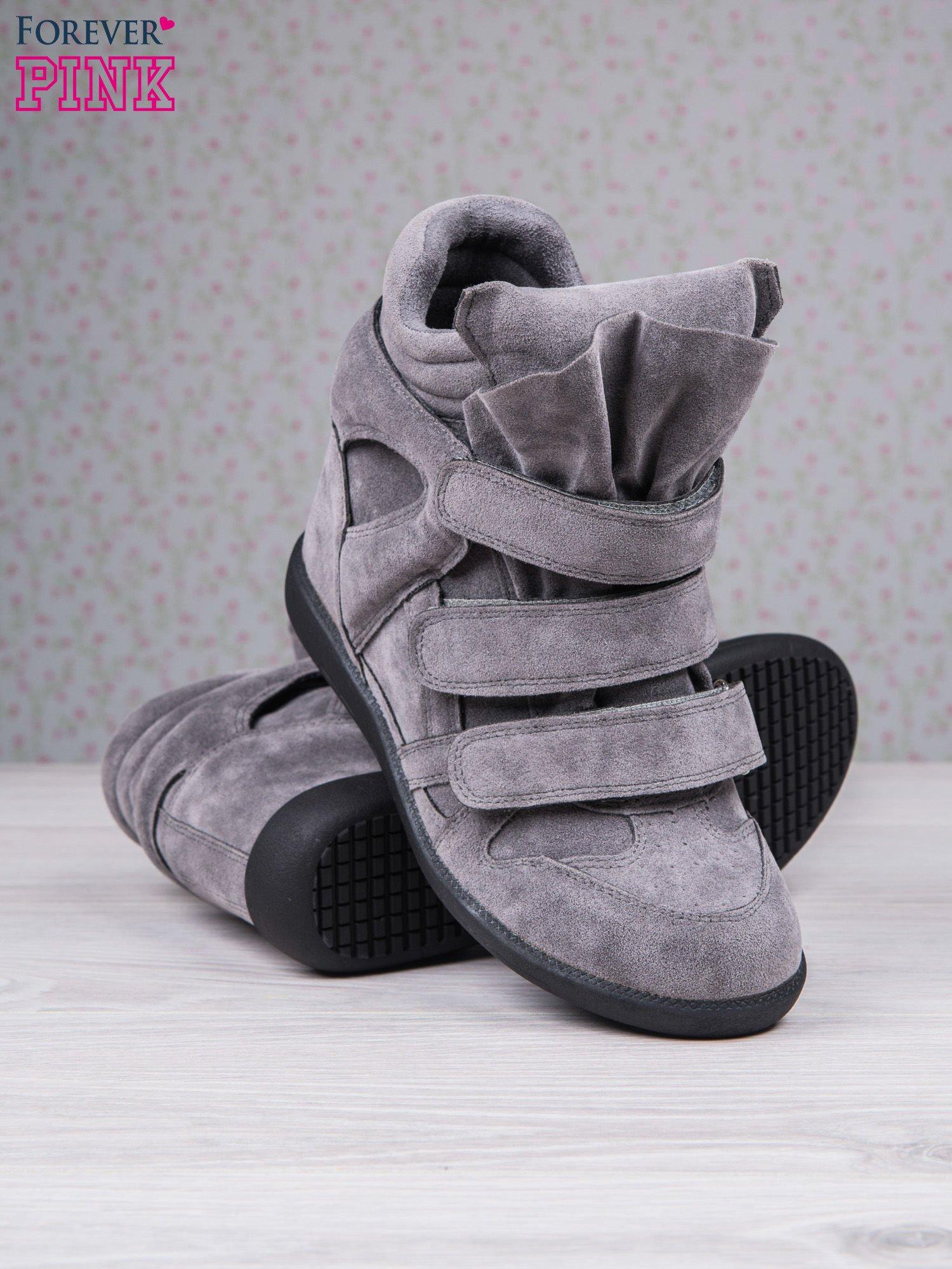 Ciemnoszare zamszowe sneakersy na rzepy Tris                                  zdj.                                  4