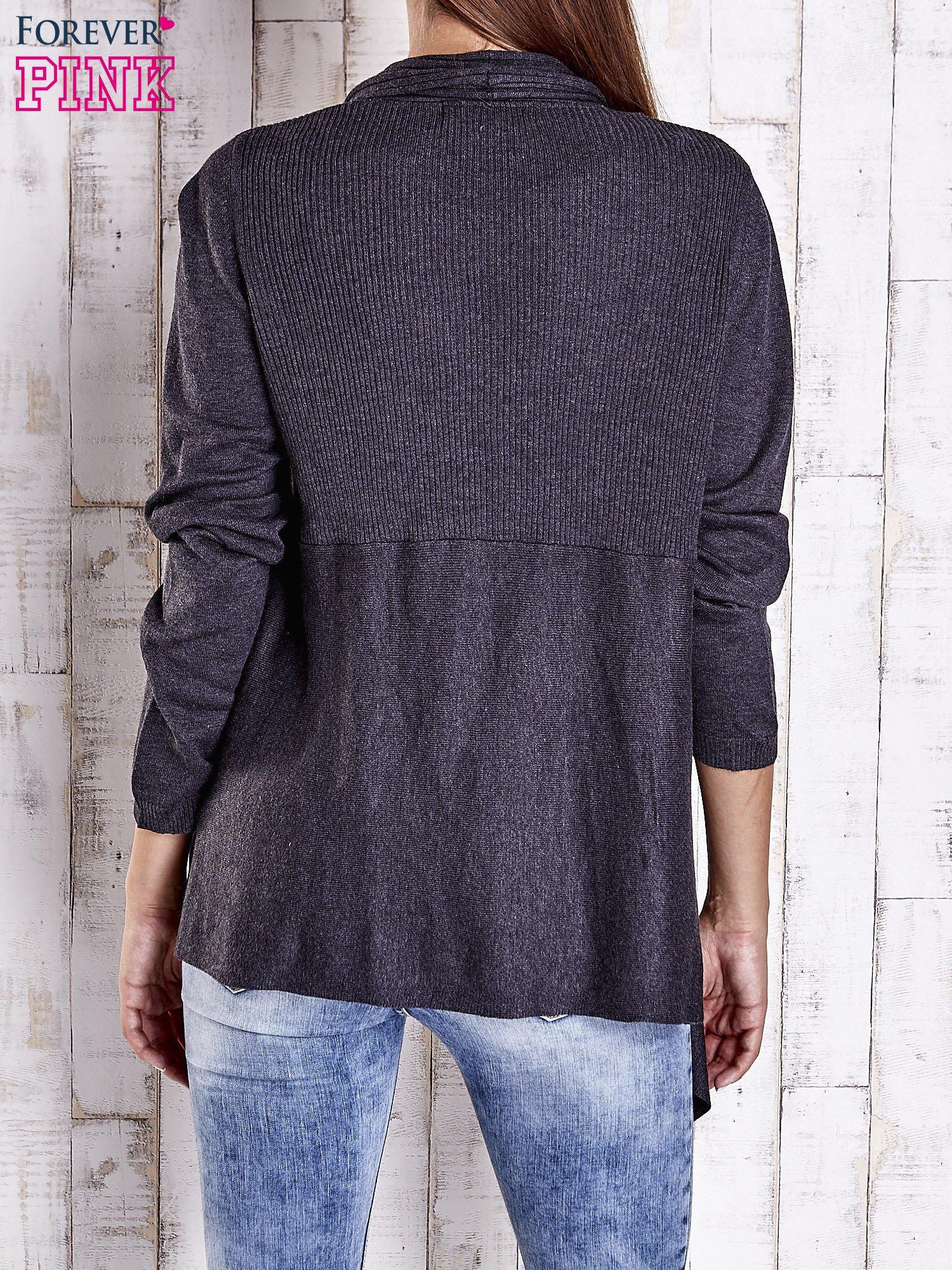 Ciemnoszary długi sweter z wykończeniem w prążki                                  zdj.                                  4