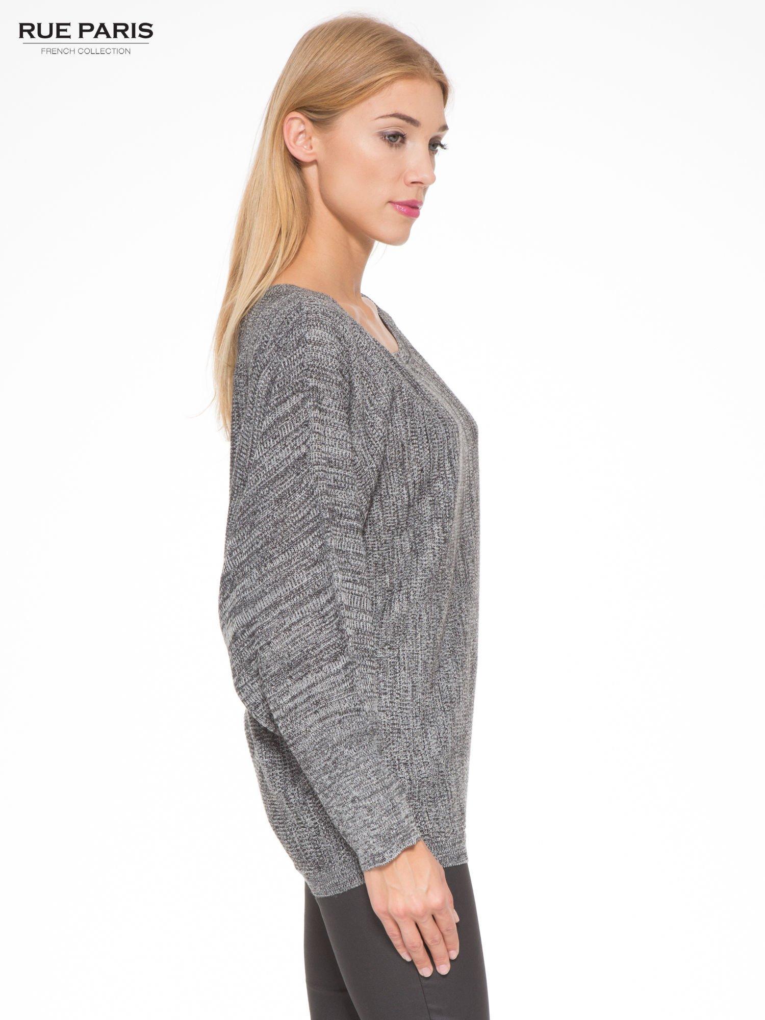 Ciemnoszary sweter z nietoperzowymi rękawami                                  zdj.                                  3