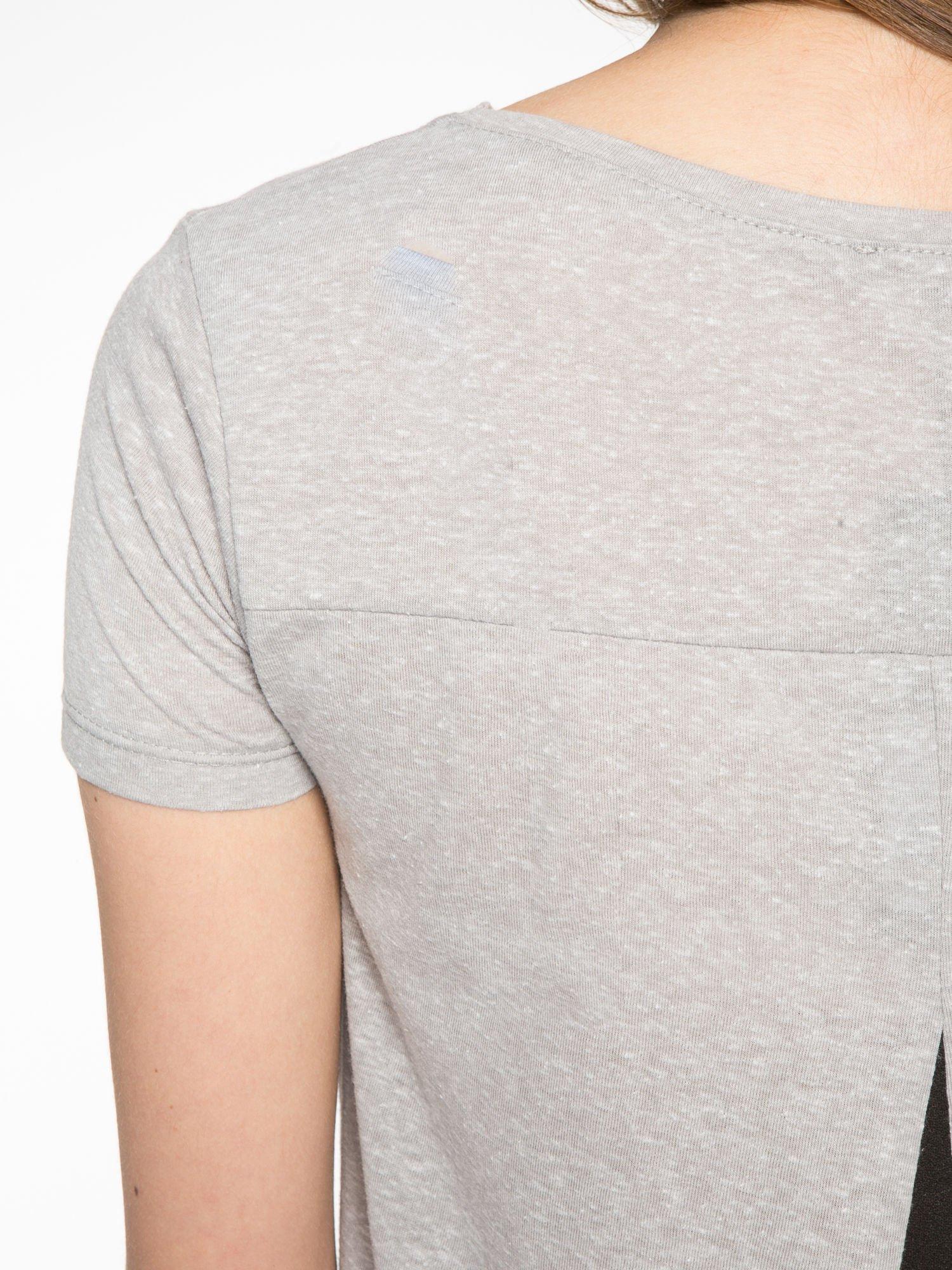 Ciemnoszary t-shirt z nadrukiem stokrotki z dżetami                                  zdj.                                  10