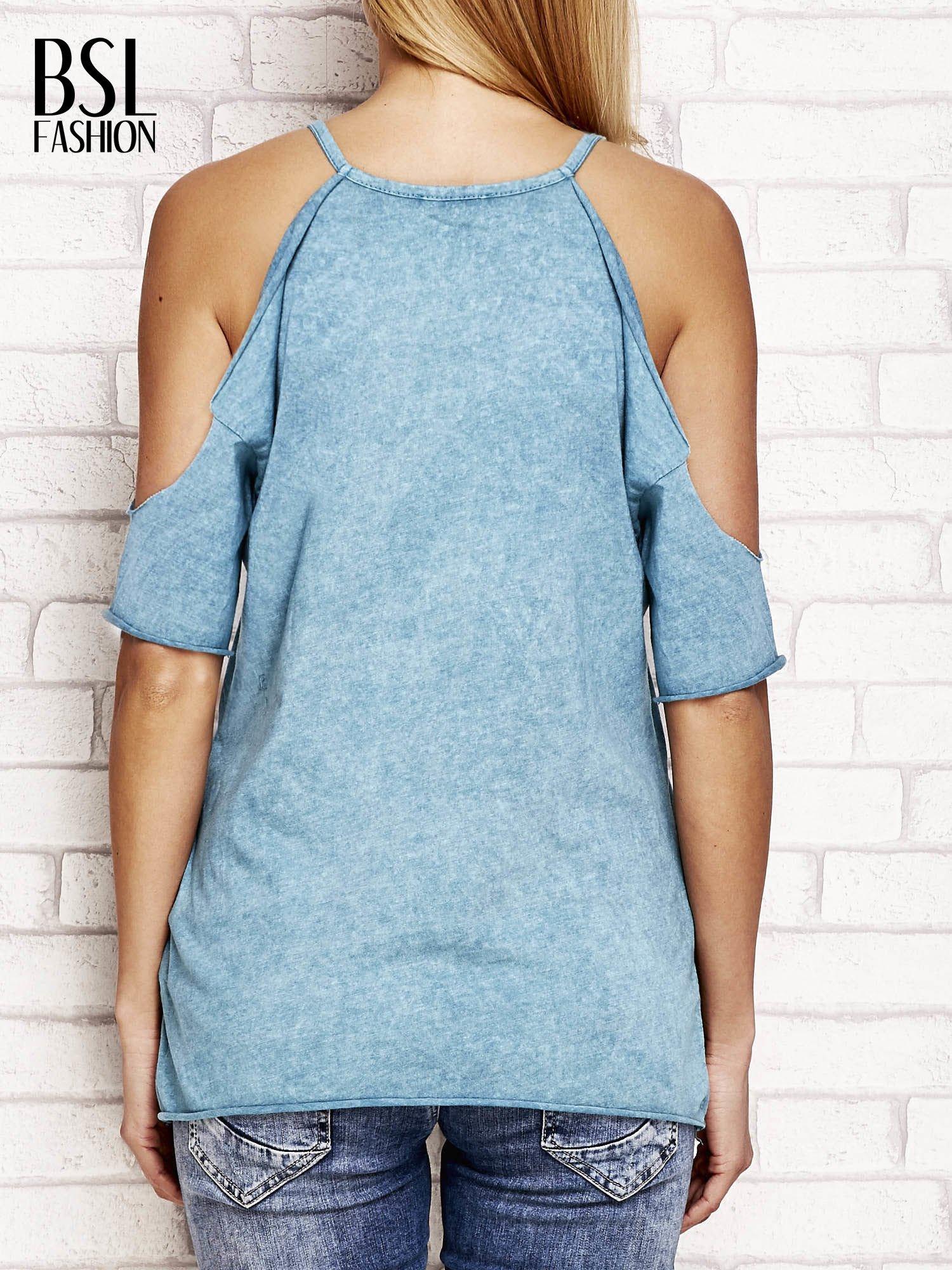 Ciemnoturkusowy t-shirt cut out shoulder z azteckim nadrukiem                                  zdj.                                  2