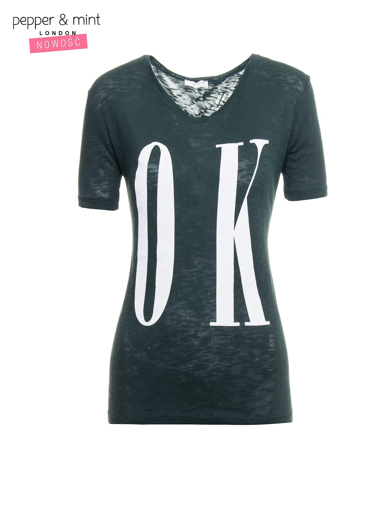 Ciemnozielony t-shirt z napisem OK                                  zdj.                                  2
