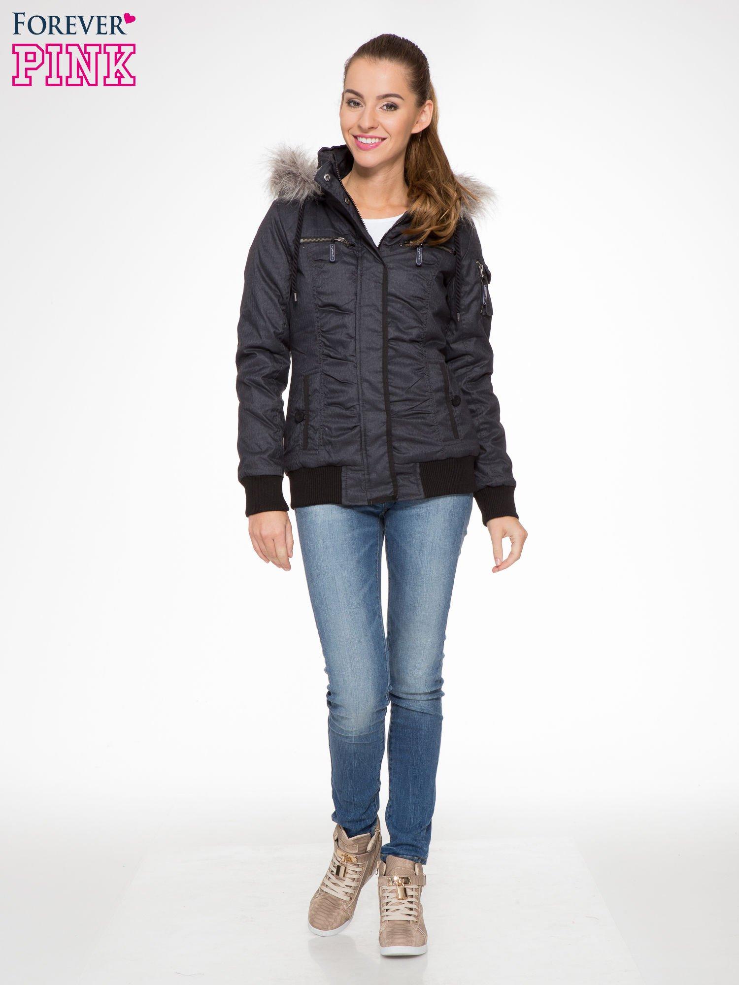 Ciepła kurtka zimowa z kapturem wykończonym futerkiem                                  zdj.                                  4