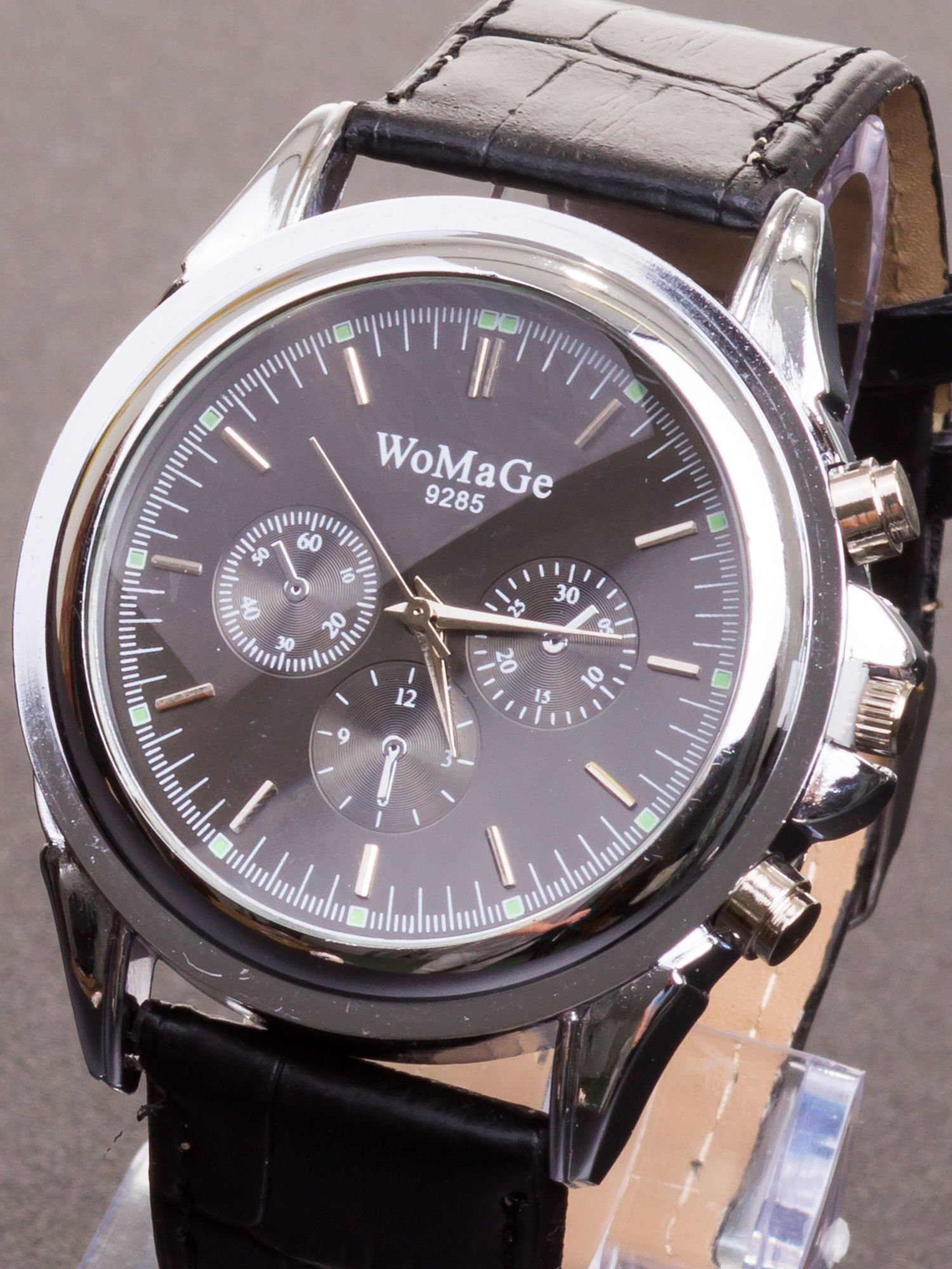 Cudny zegarek damski na czarnym pasku                                  zdj.                                  1