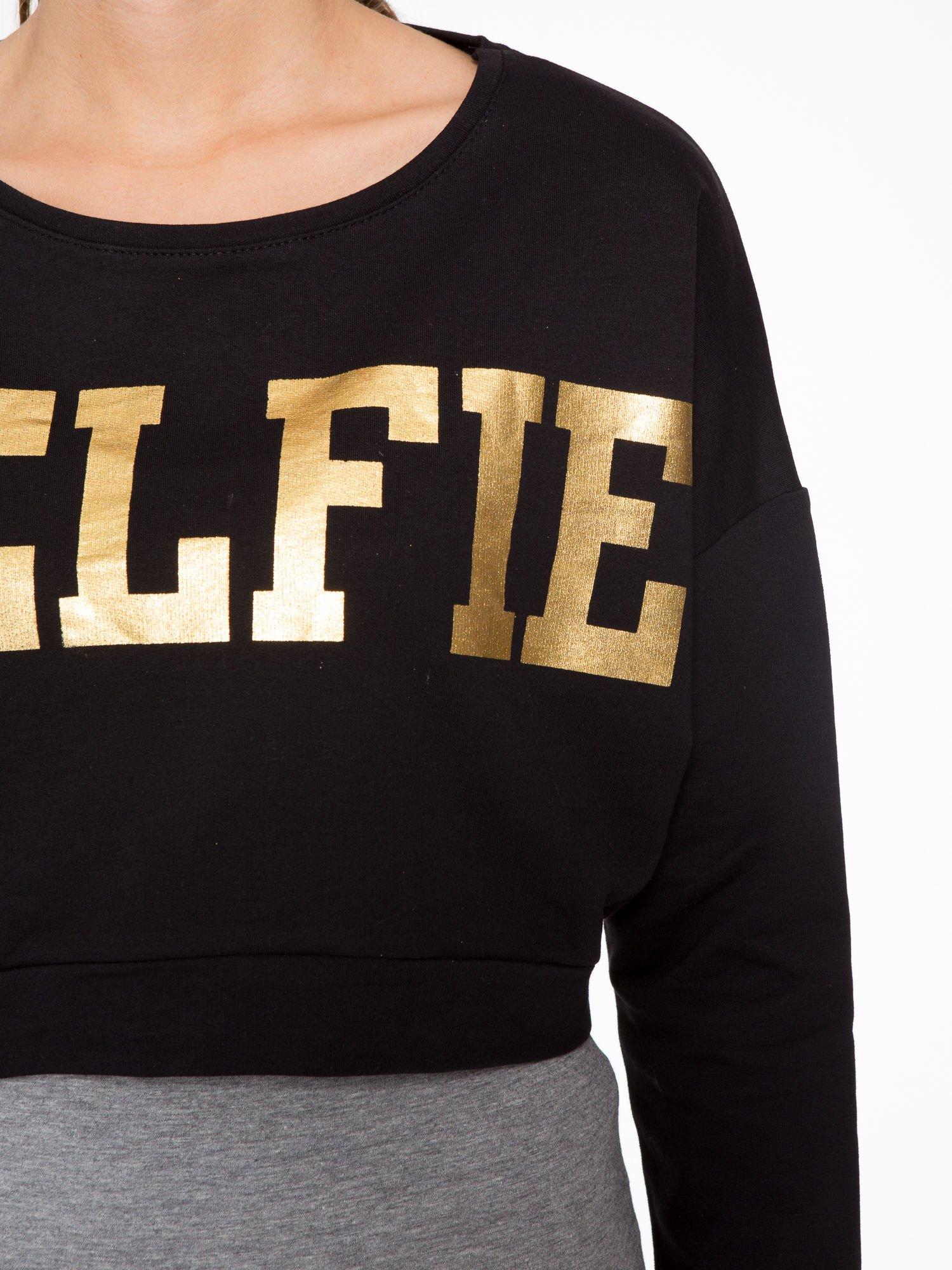 Czarna bluza cropped ze złotym napisem SELFIE                                  zdj.                                  9