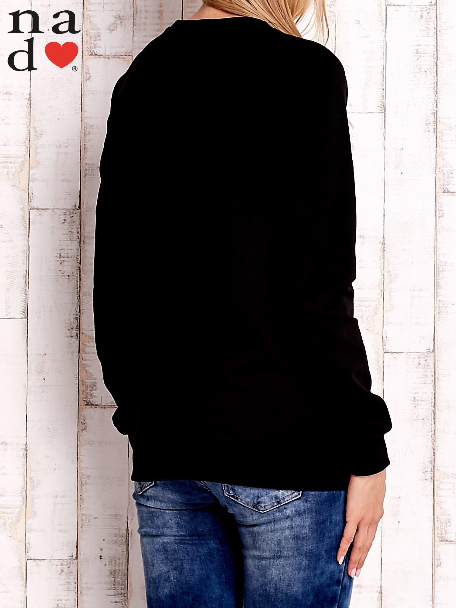 Czarna bluza z godłem                                  zdj.                                  4