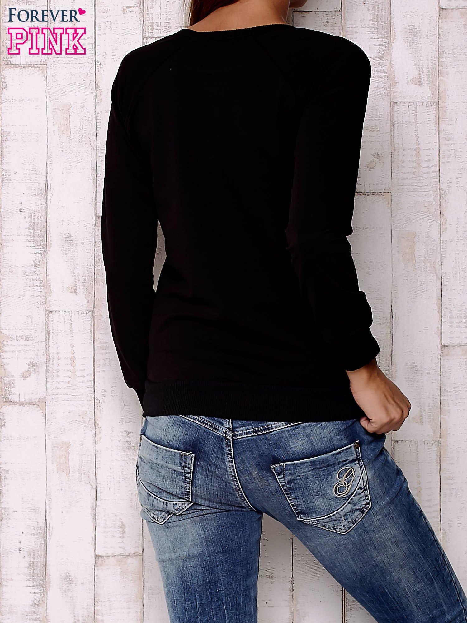 Czarna bluza z nadrukiem emotikonów                                  zdj.                                  4