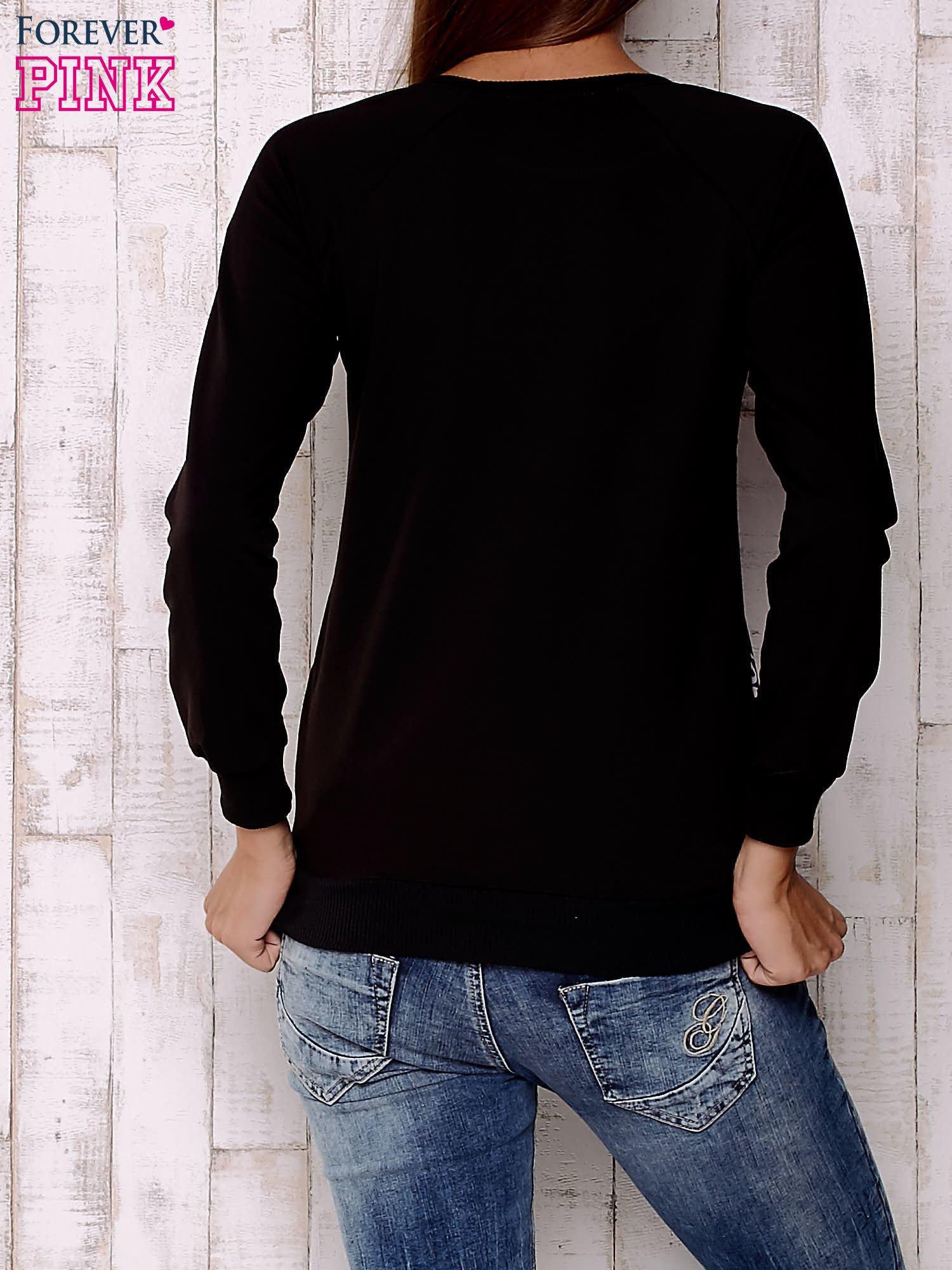 Czarna bluza z nadrukiem pand                                  zdj.                                  4