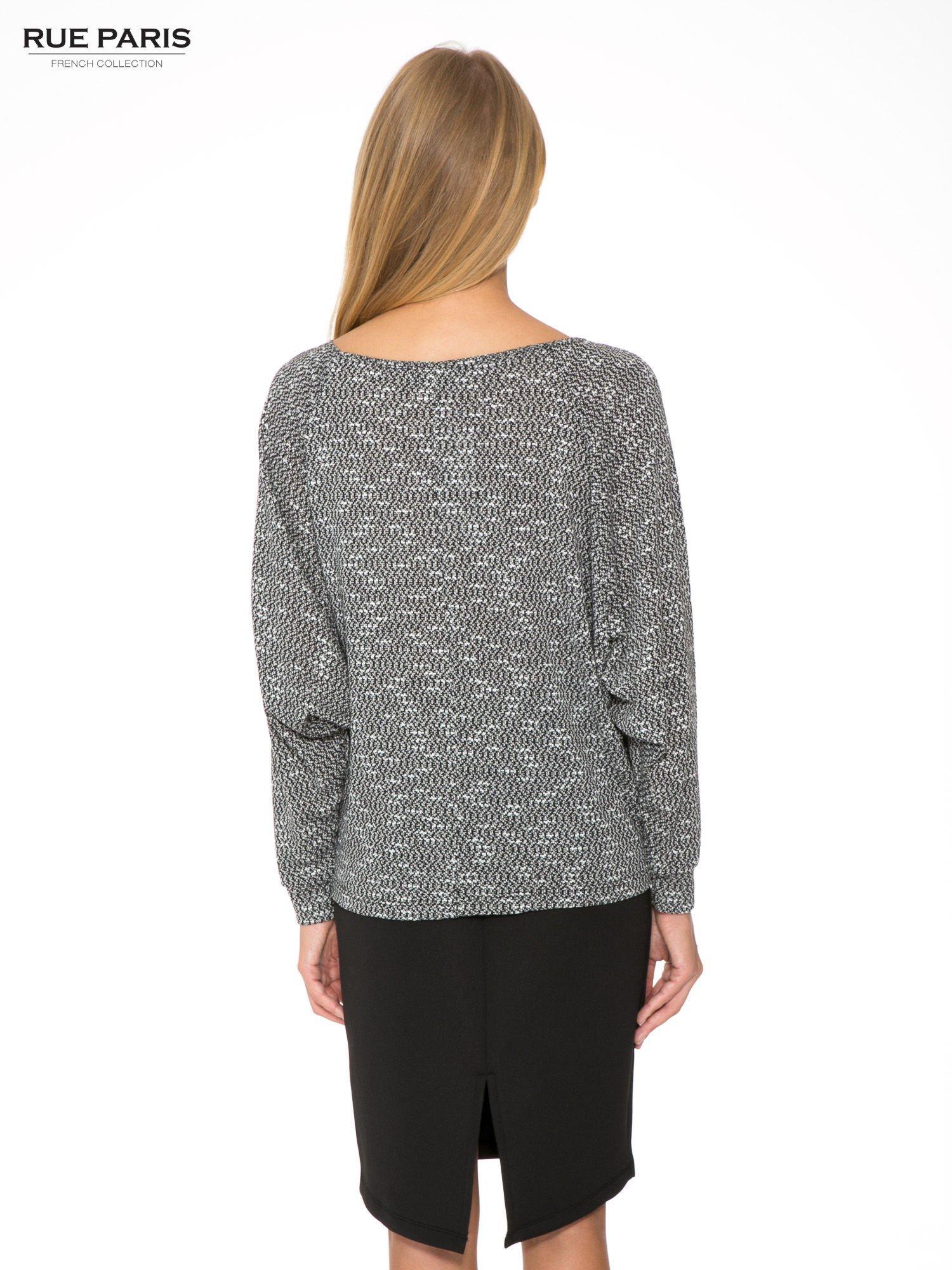 Czarna bluzka oversize z nietoperzowymi rękawami                                  zdj.                                  4