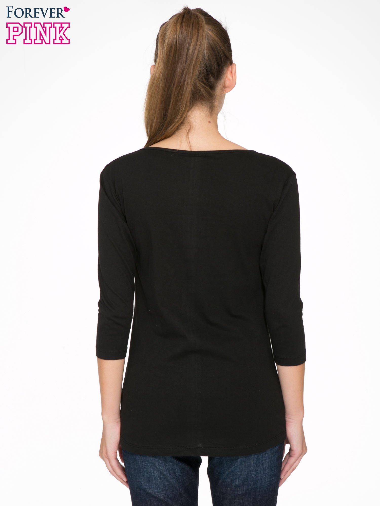 Czarna bluzka z motywem kwiatowym i napisem ADORABLE                                  zdj.                                  4