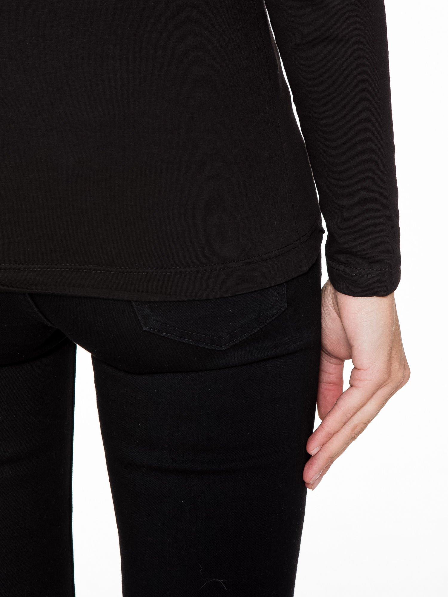 Czarna bluzka z napisem TWARDA SZTUKA KTÓRA WIE CZEGO SZUKA                                  zdj.                                  9