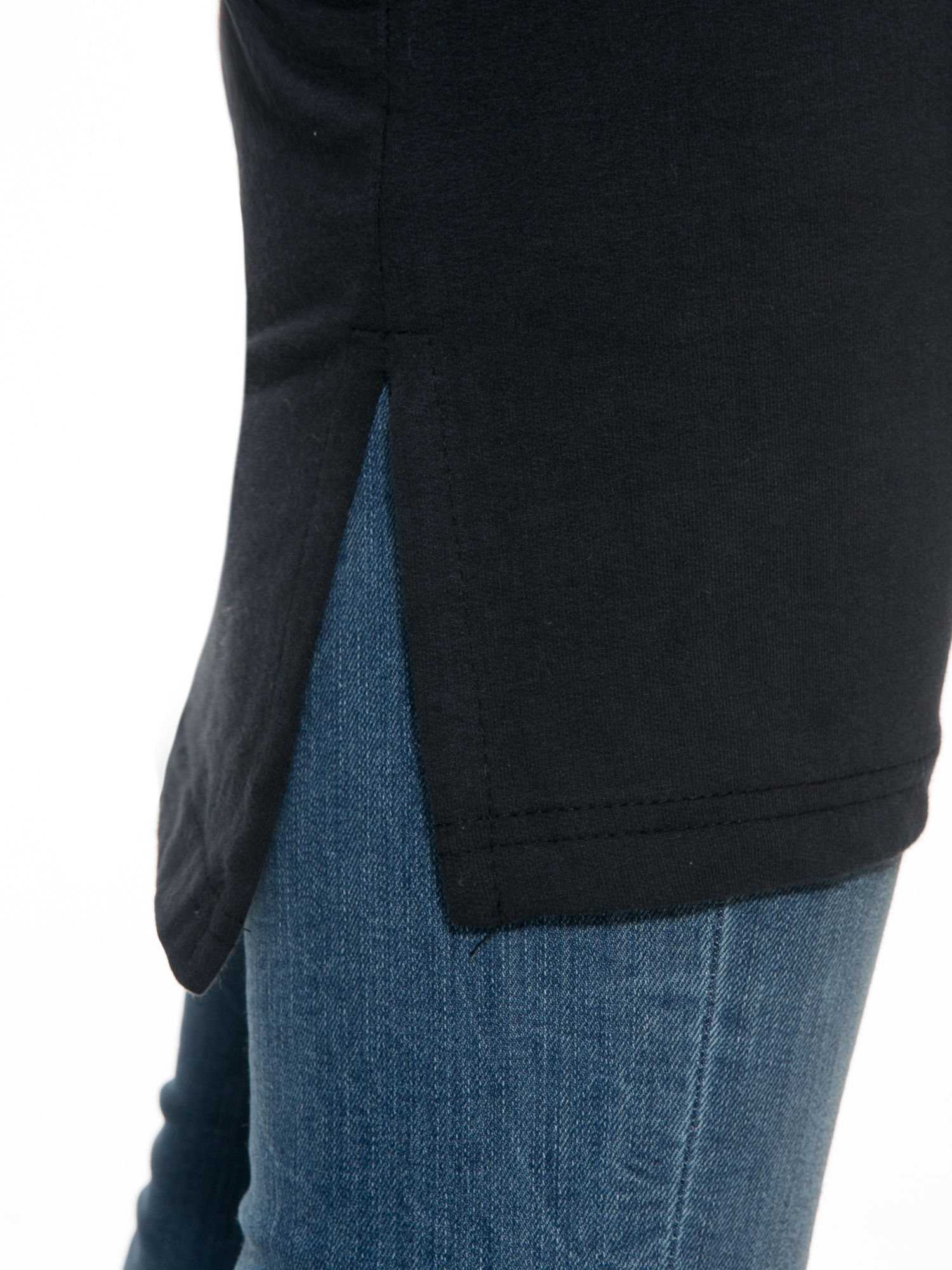 Czarna dresowa bluza z literą A w stylu baseballowym                                  zdj.                                  7