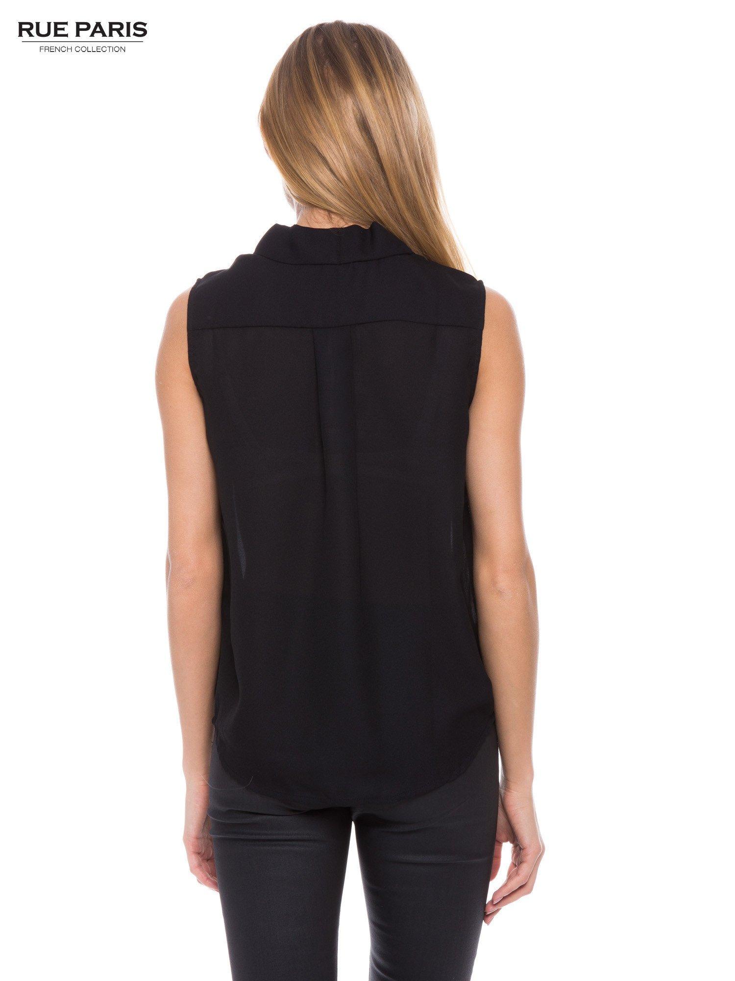 Czarna elegancka koszula z kopertowym dekoltem                                  zdj.                                  3