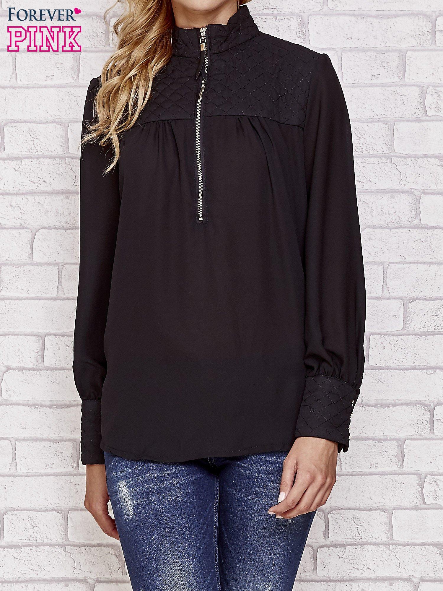 Czarna elegancka koszula z pikowanymi wstawkami i suwakiem                                  zdj.                                  1