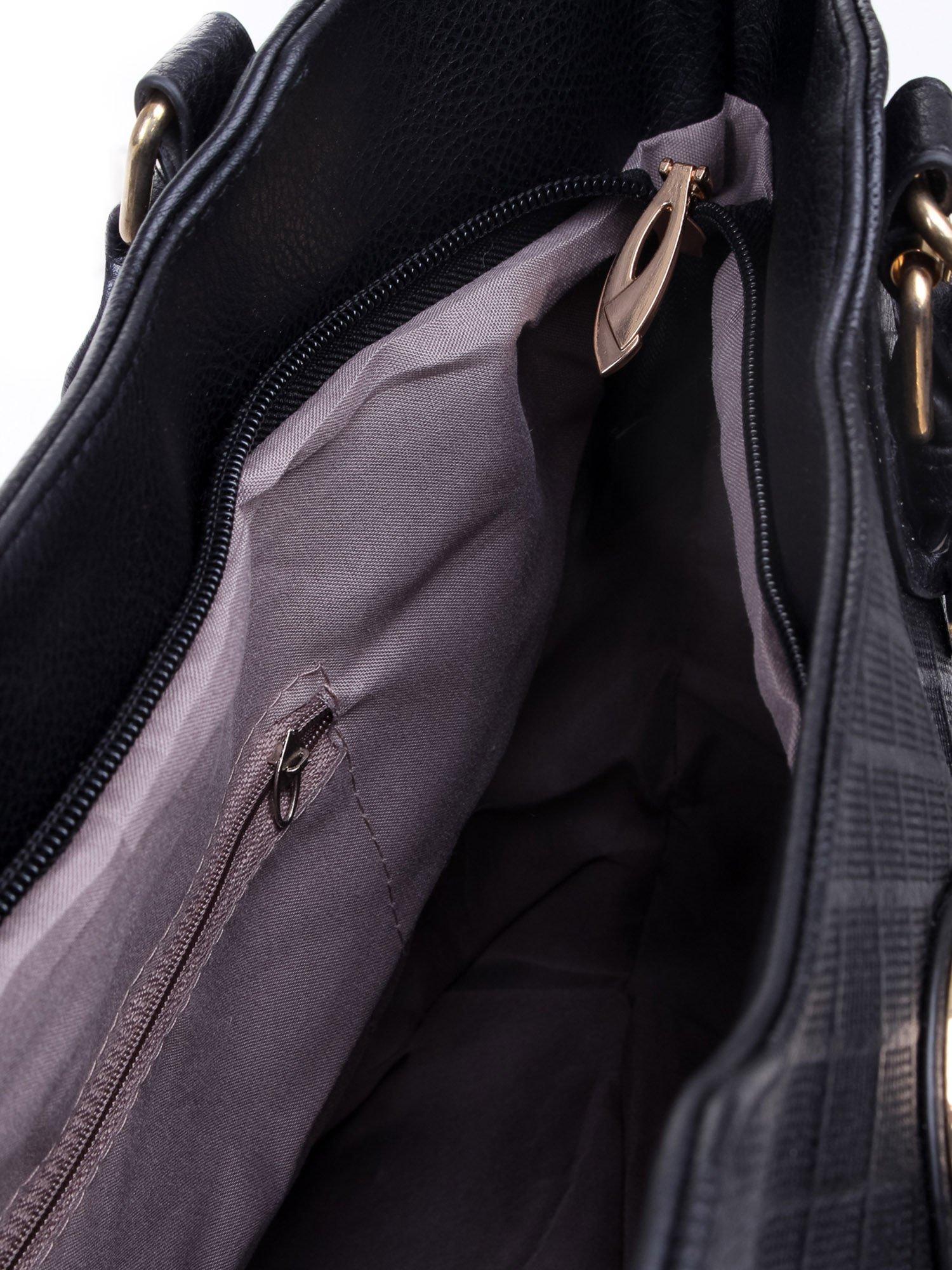 Czarna fakturowana torba ze złotymi nitami                                  zdj.                                  11