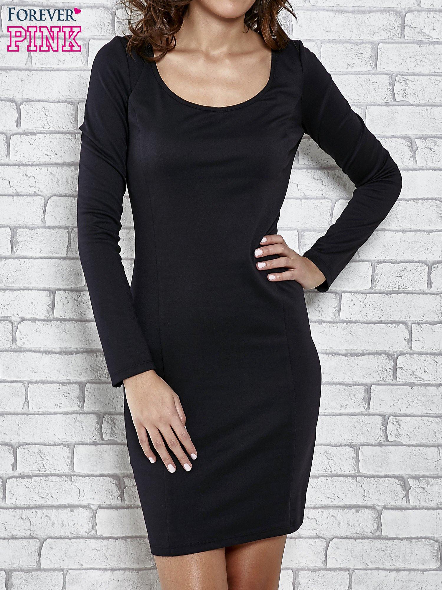 Czarna gładka sukienka z dekoltem na plecach                                  zdj.                                  1