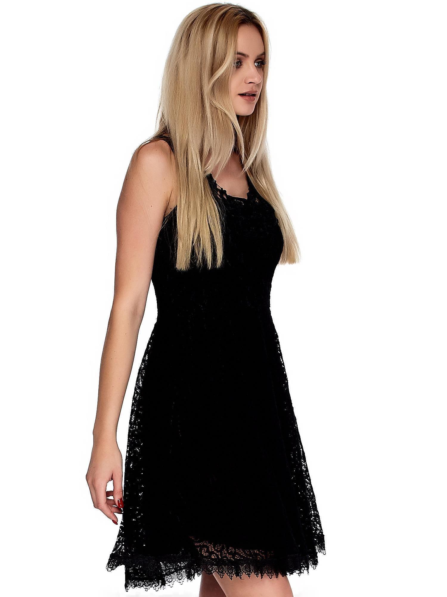 daa08473d7 Wspólne Czarna koronkowa sukienka z ozdobnym dekoltem - Sukienka z koronką   TI-04