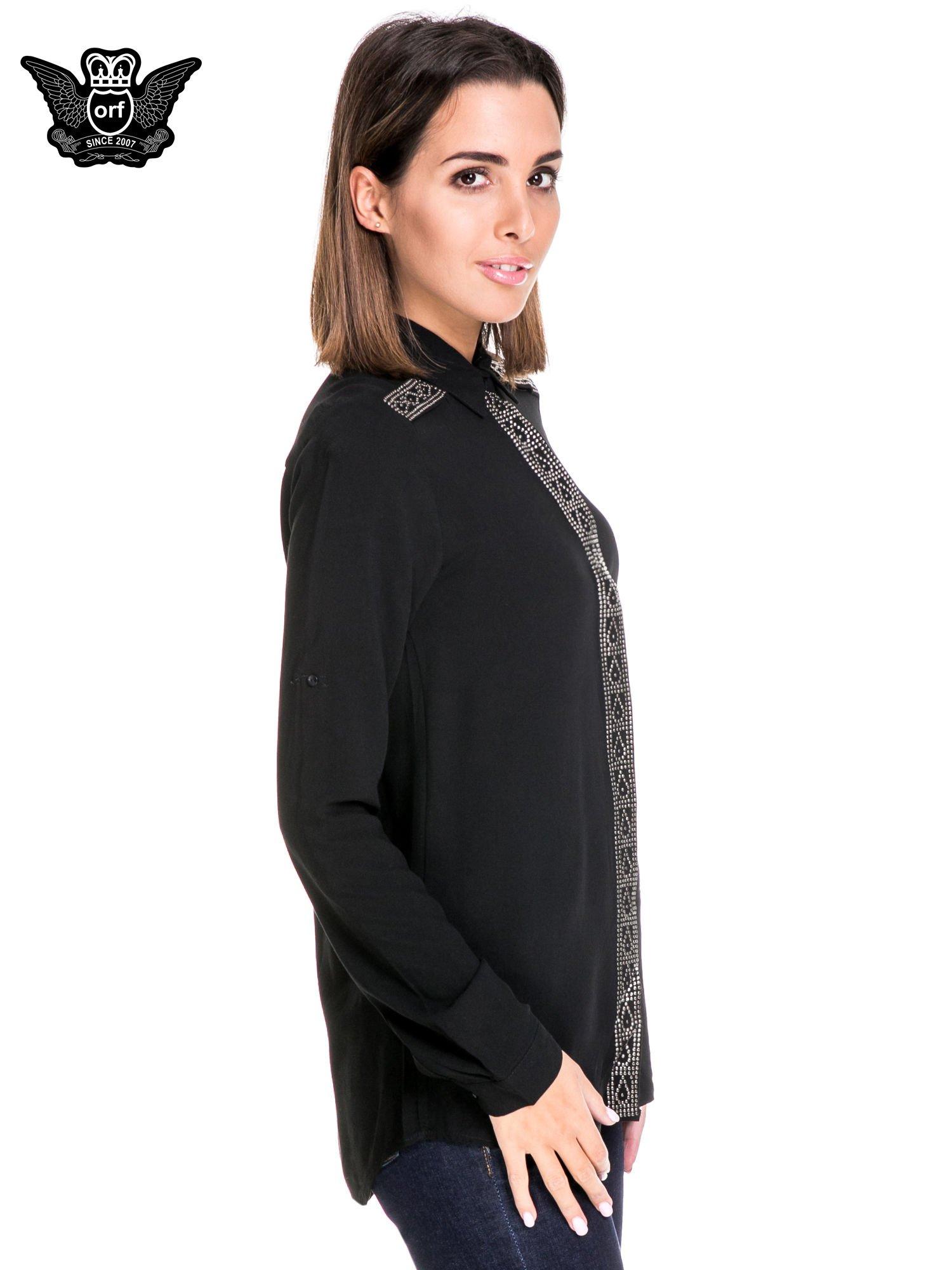 Czarna koszula z listwą i pagonami zdobionymi dżetami                                  zdj.                                  3