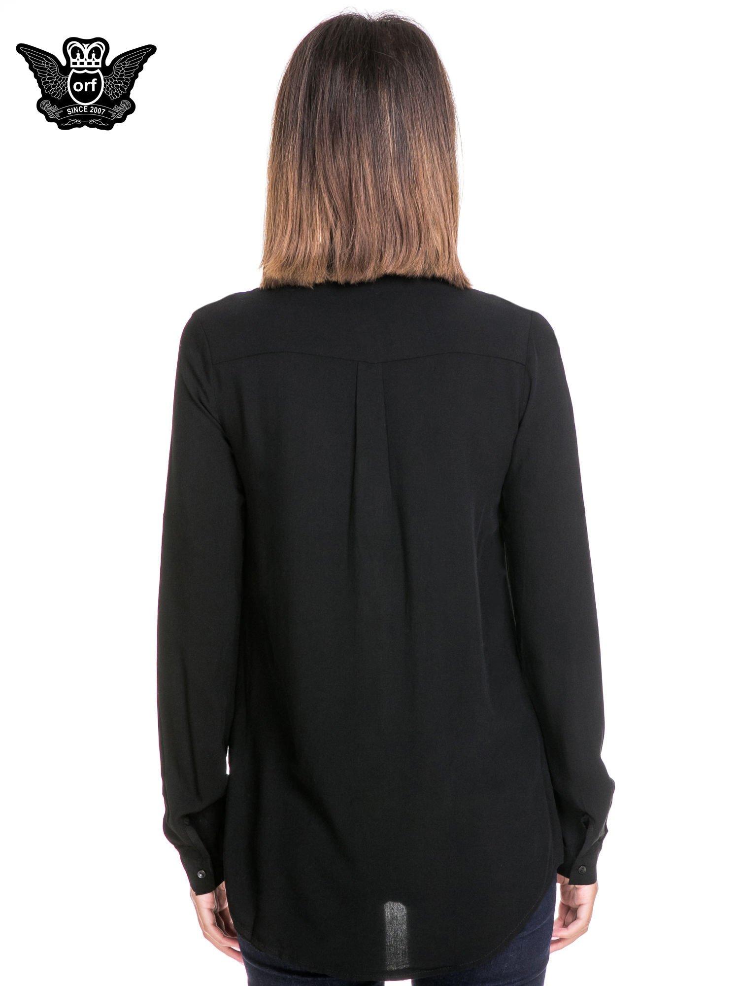Czarna koszula z listwą i pagonami zdobionymi dżetami                                  zdj.                                  4