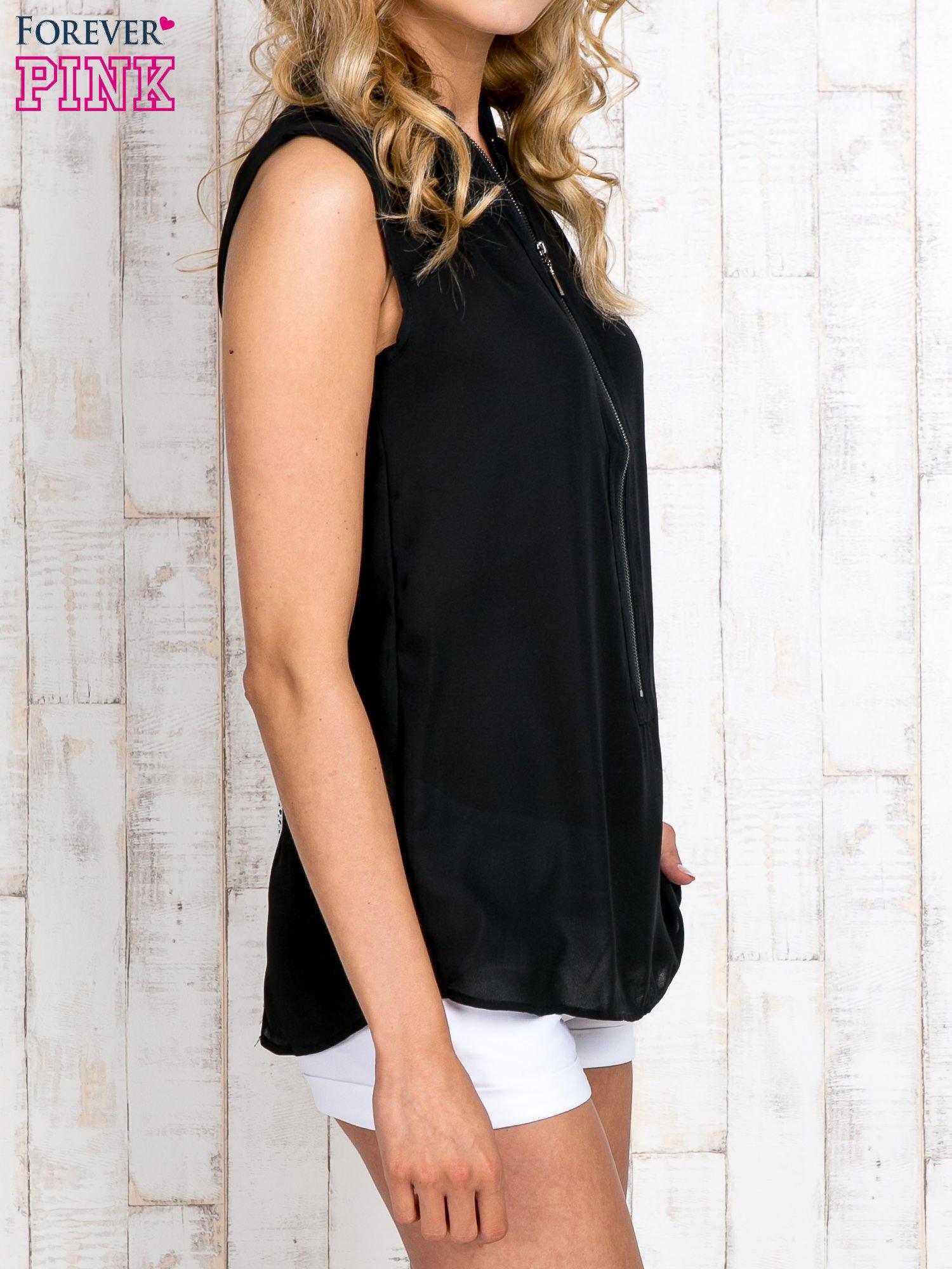 Czarna koszula z suwakiem i ażurową aplikacją na plecach                                  zdj.                                  3