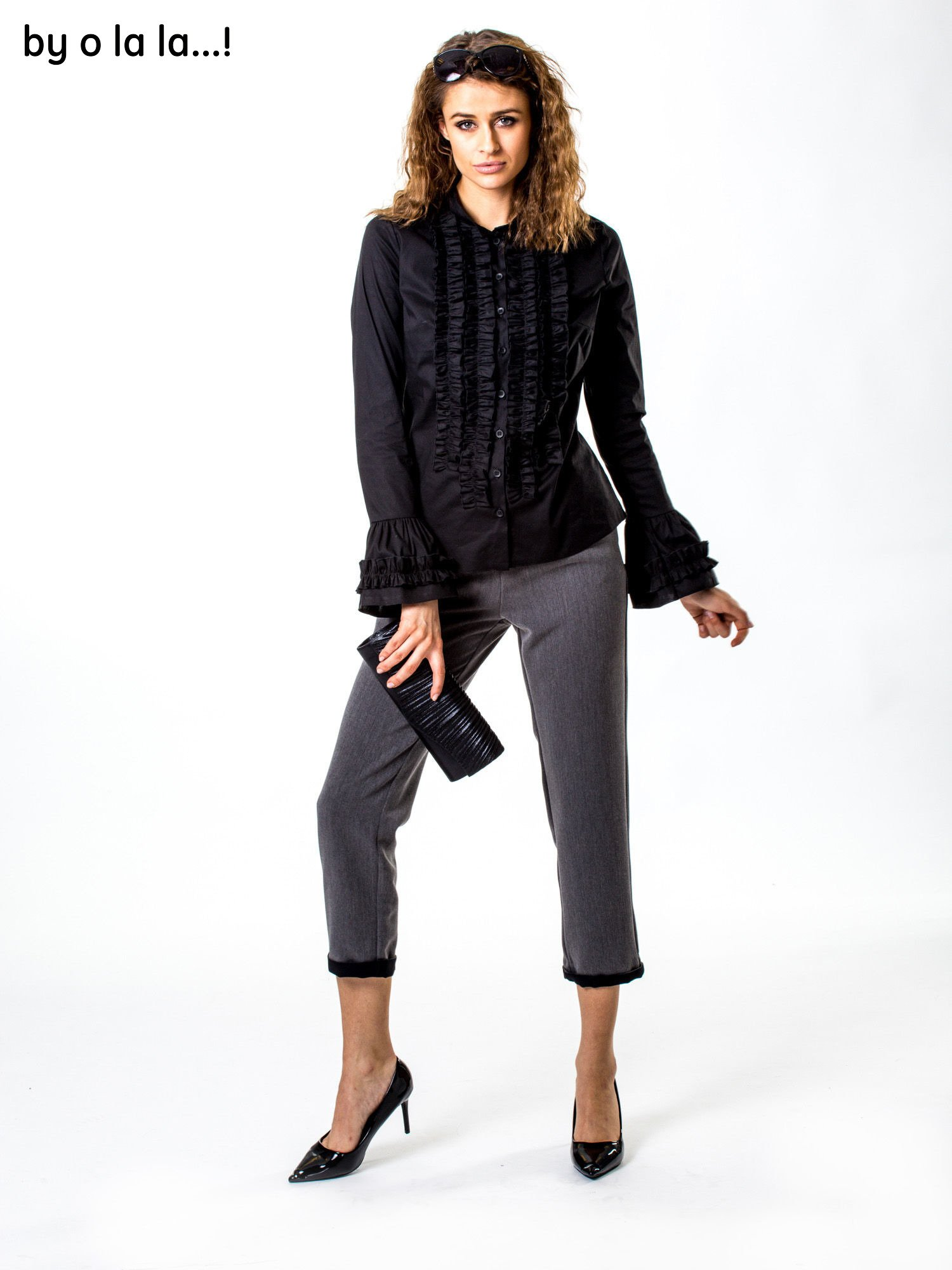 8d7154257becae Czarna koszula z żabotem BY O LA LA - Koszula klasyczna - sklep ...