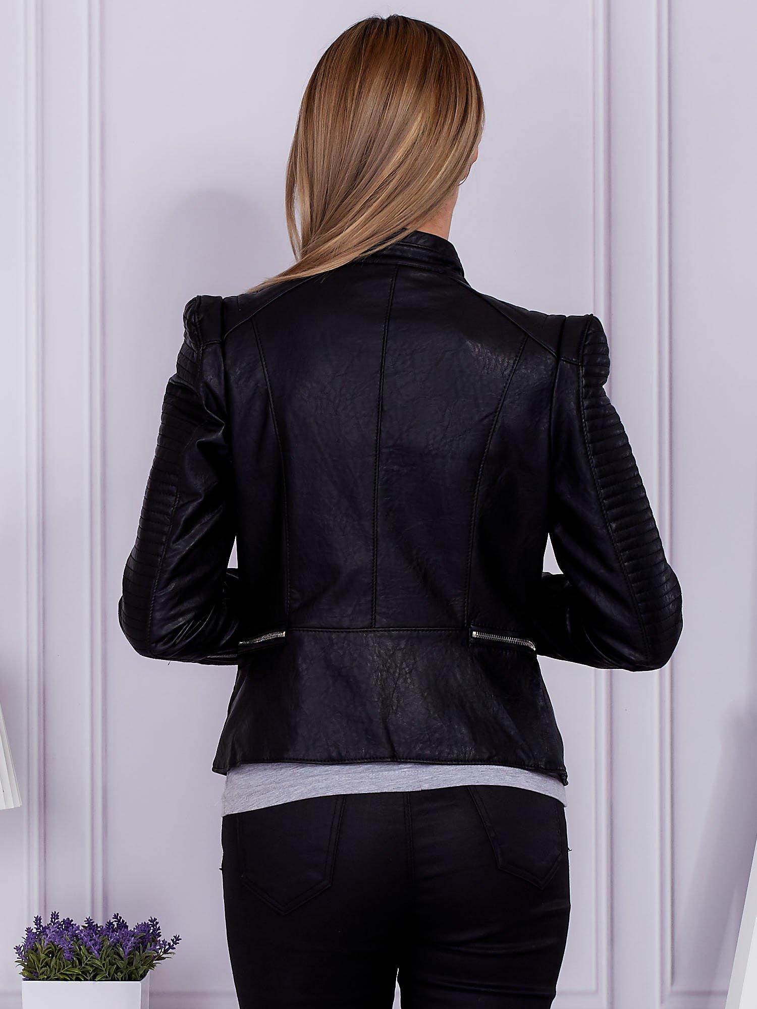 7f44e75e54bb0 Czarna kurtka ramoneska ze skóry ekologicznej w motocyklowym stylu - Kurtka  przejściowa - sklep eButik.pl