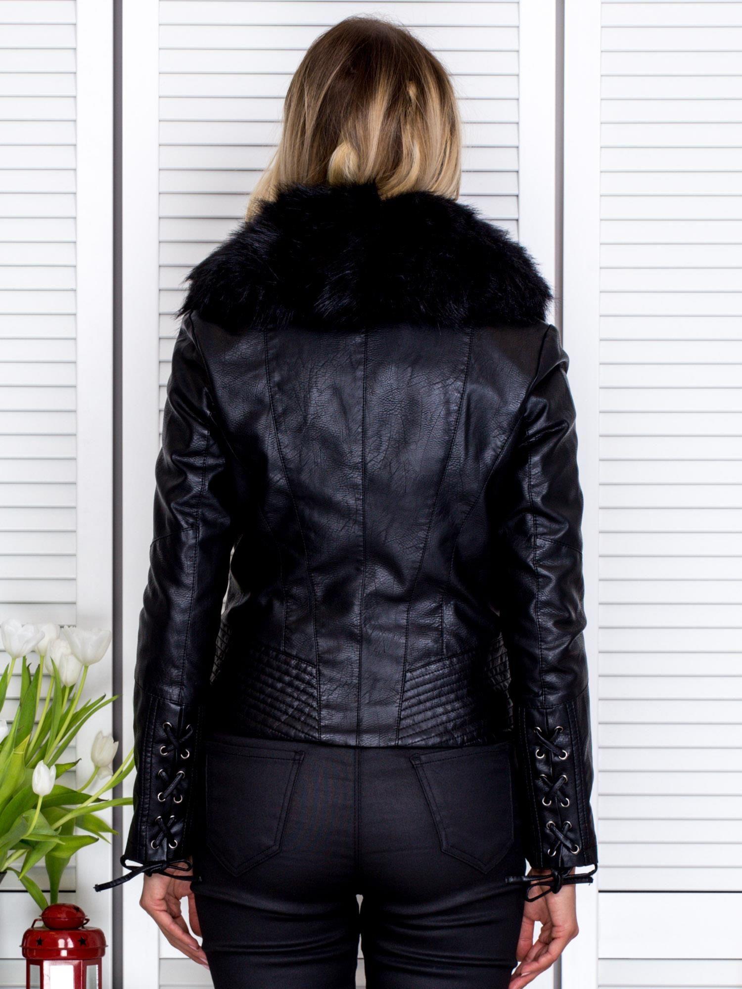 6b7285ea71521 Czarna kurtka z eko skóry z odpinanym futerkiem - Kurtka przejściowa - sklep  eButik.pl