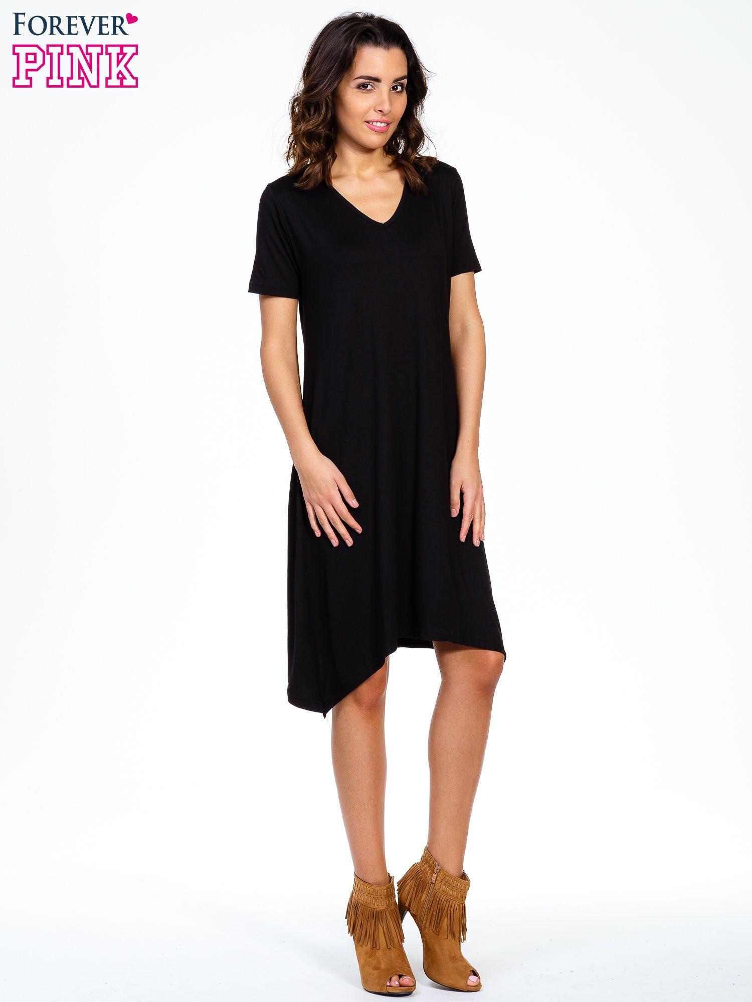 Czarna luźna sukienka z asymetrycznym dołem                                  zdj.                                  1