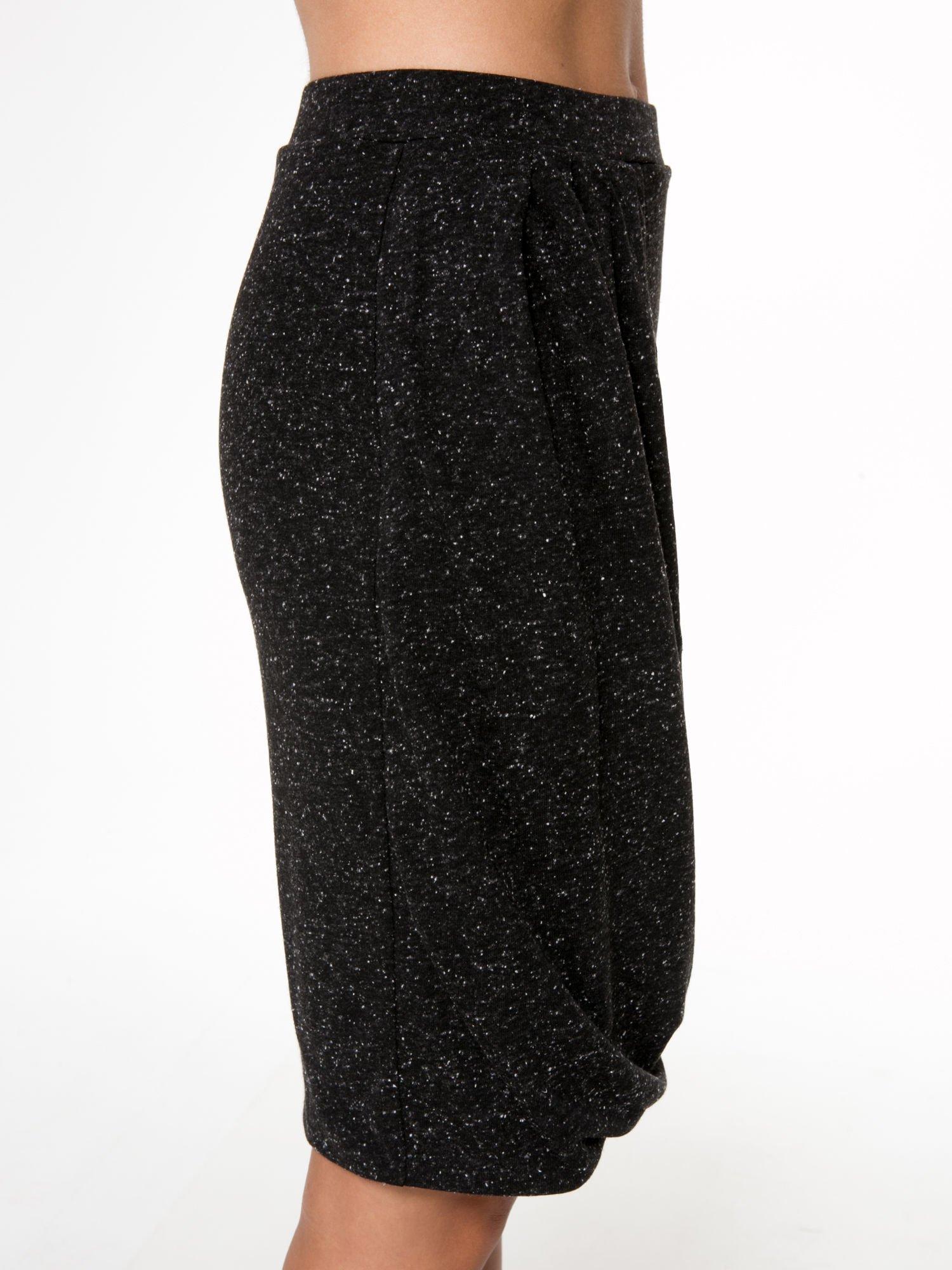 Czarna melanżowa spódnica z drapowaniem                                  zdj.                                  7