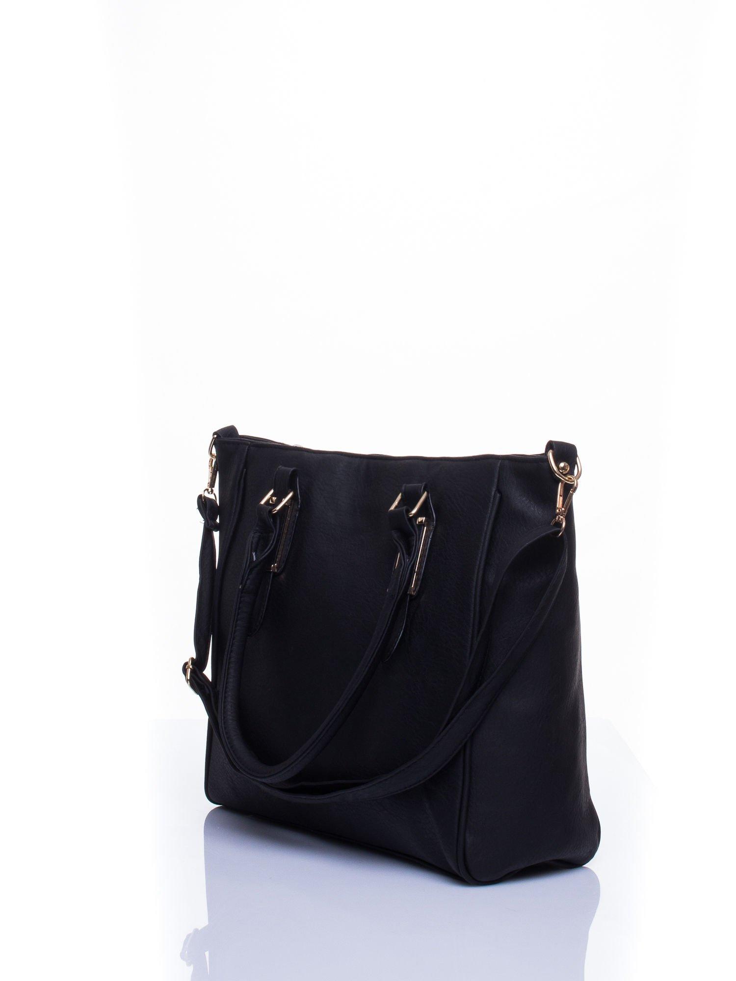 Czarna miejska torba z ozdobnymi klamrami                                  zdj.                                  3