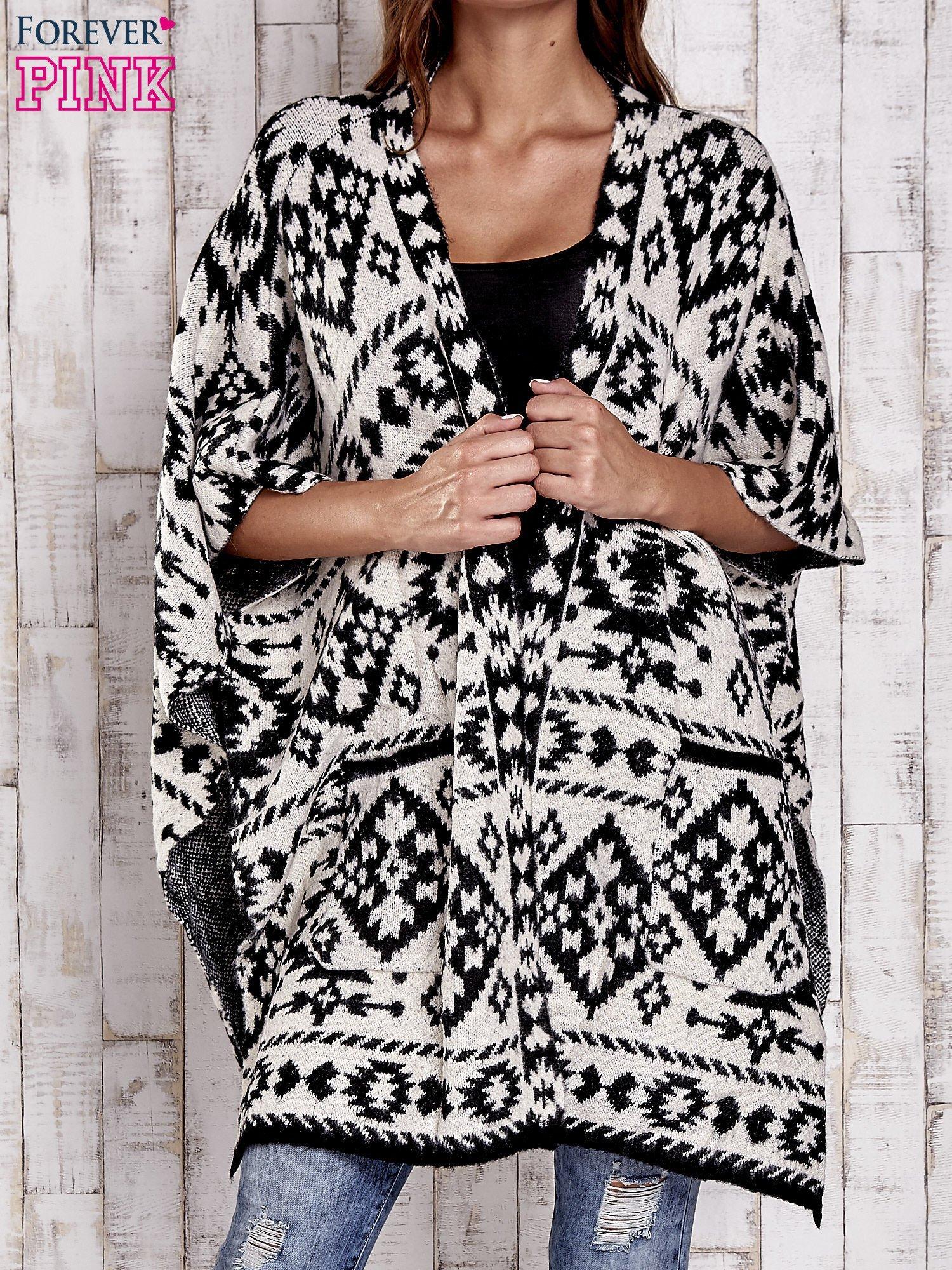 ae6b288361 Czarna narzutka poncho w azteckie wzory - Sweter długi - sklep eButik.pl
