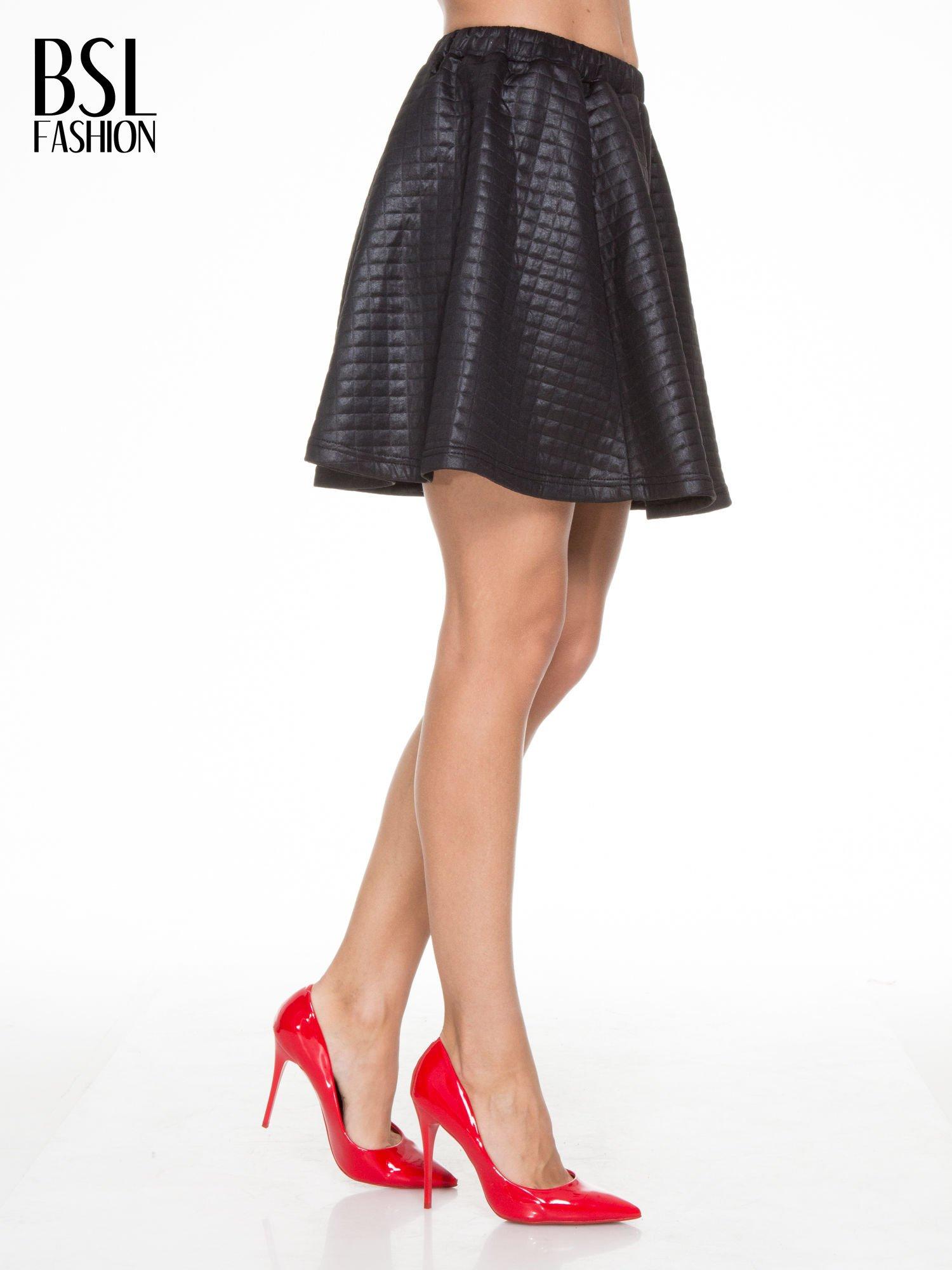 Czarna pikowana spódnica szyta z półkola                                  zdj.                                  3