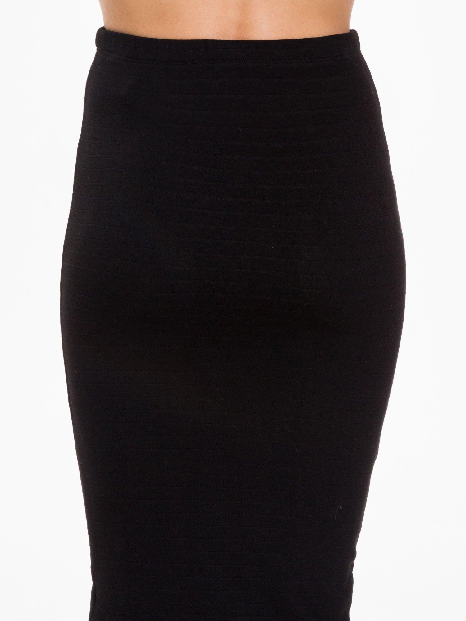 Czarna prążkowana dzianinowa spódnica za kolano                                  zdj.                                  6