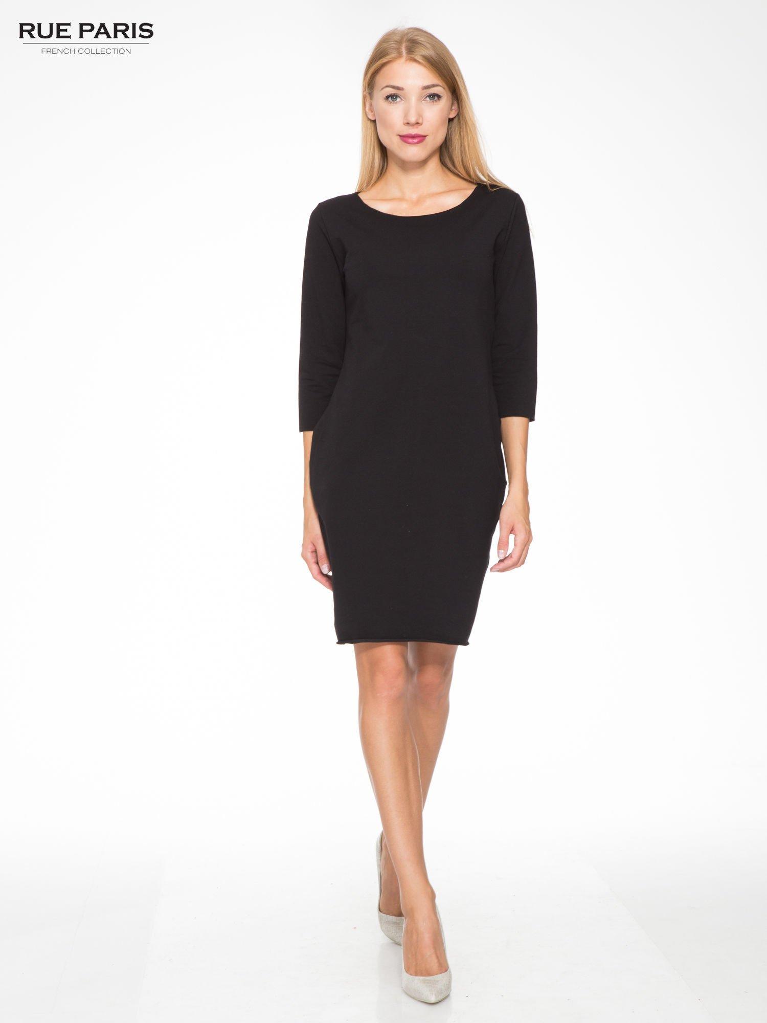 Czarna prosta sukienka z surowym wykończeniem i kieszeniami                                  zdj.                                  2