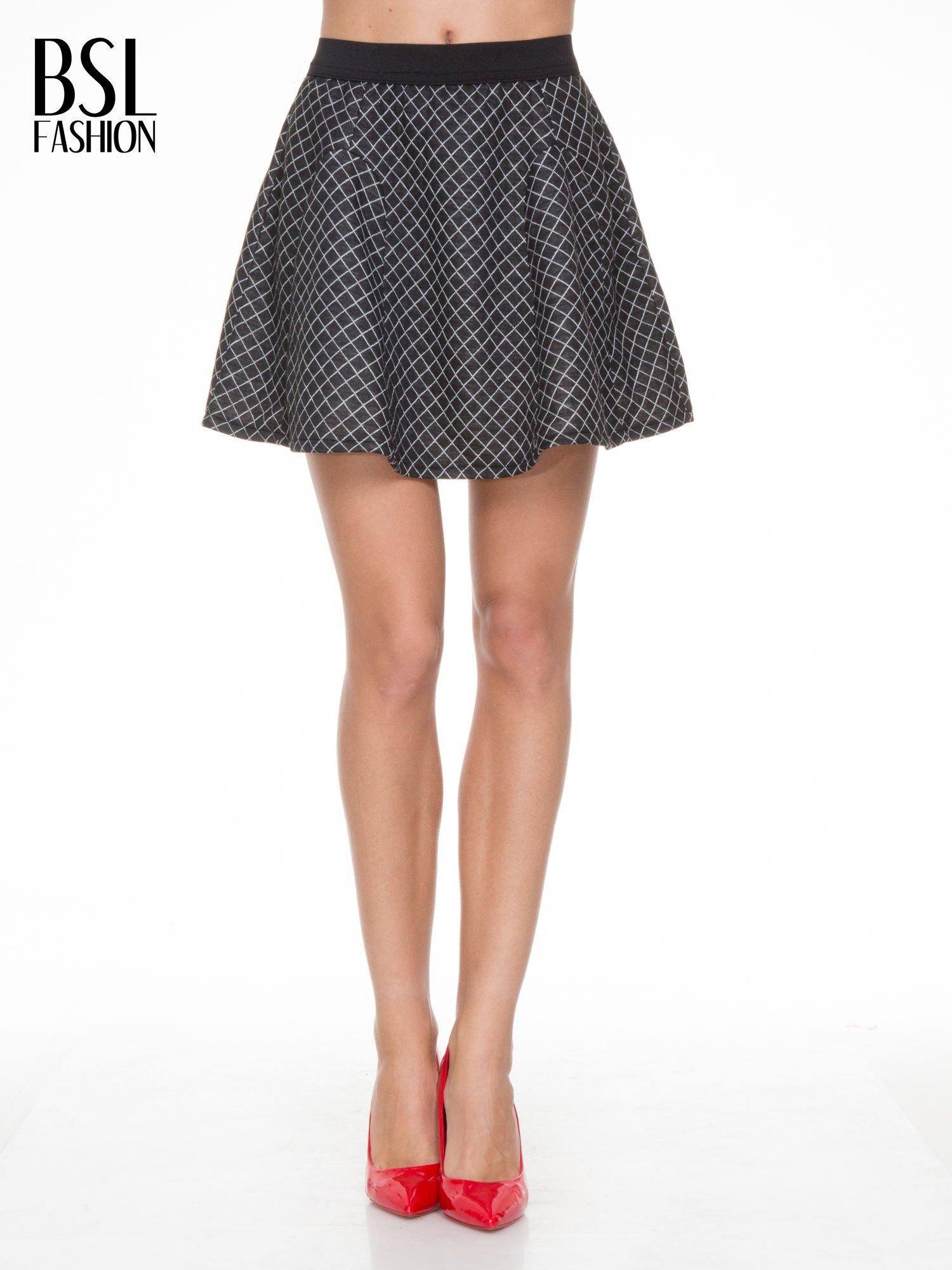 Czarna rozkloszowana mini spódniczka w kratkę                                  zdj.                                  1