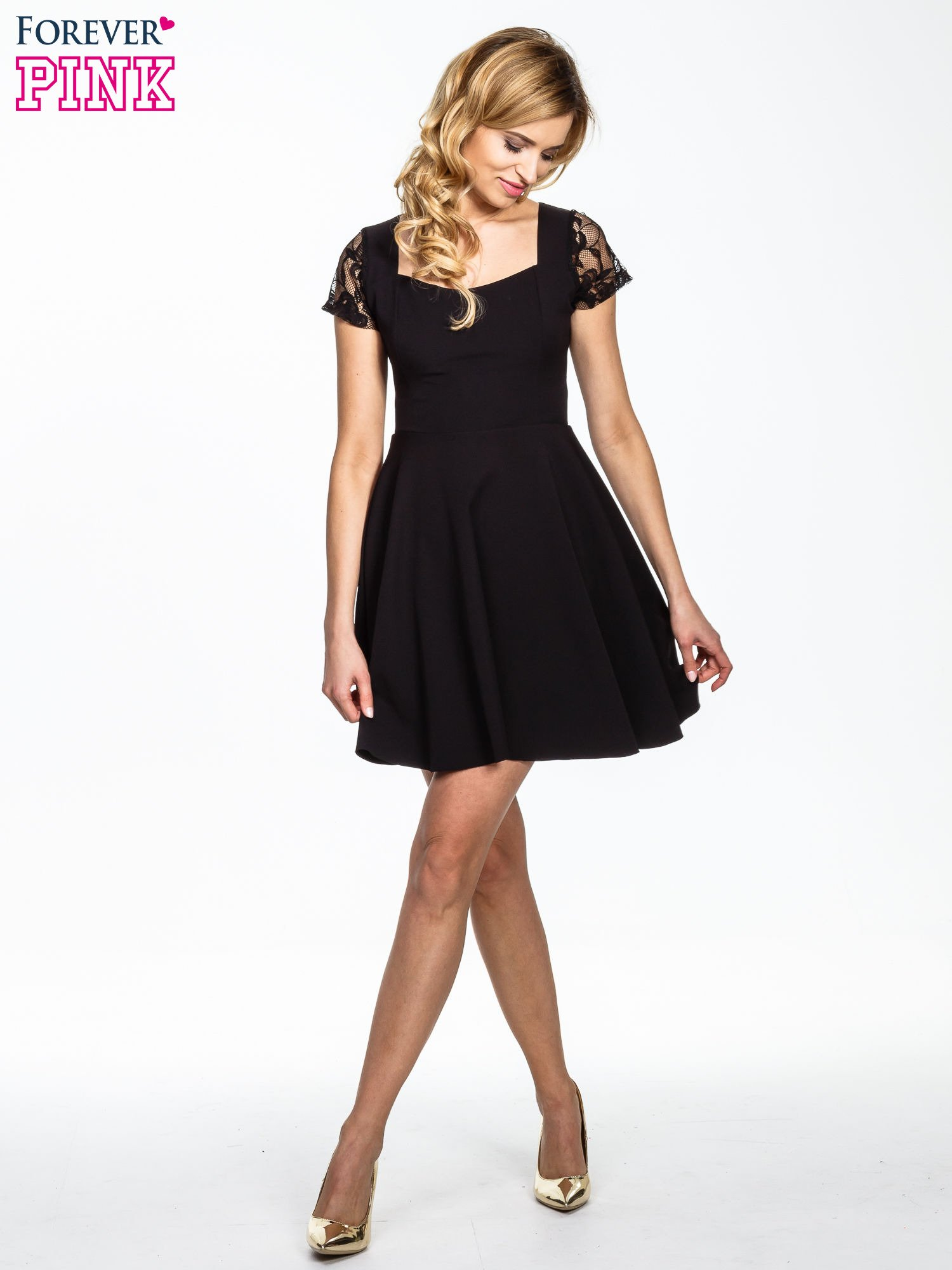 Czarna rozkloszowana sukienka z kwadratowym dekoltem                                  zdj.                                  2