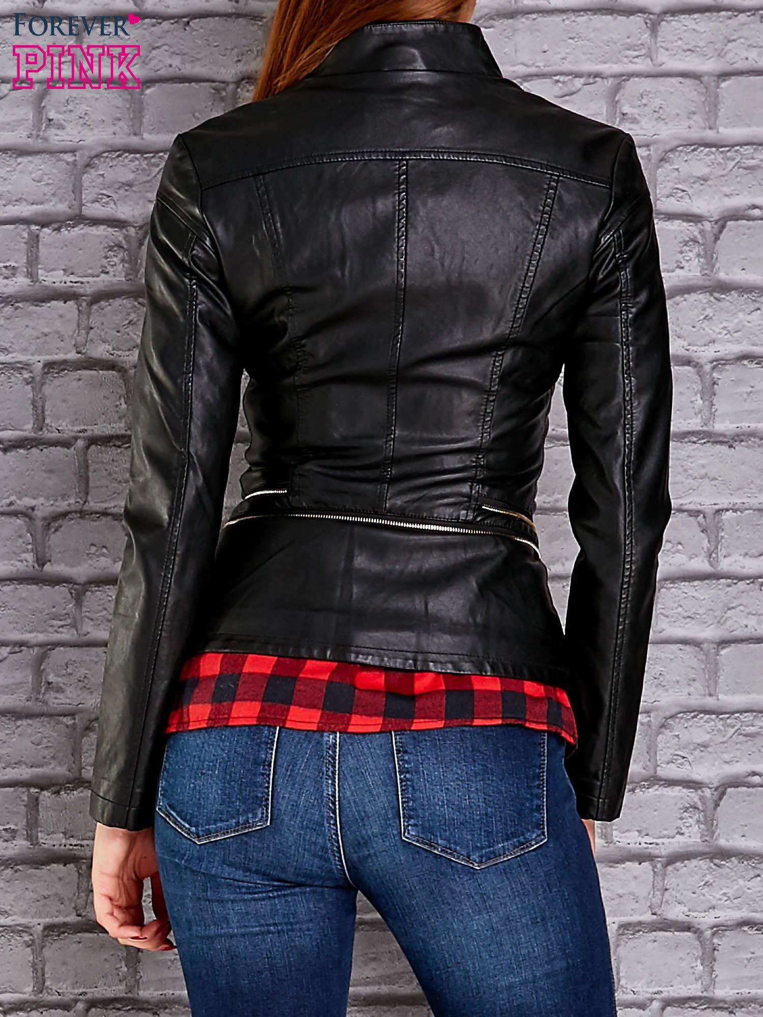 Czarna skórzana kurtka ramoneska z ozdobnymi suwakami                                  zdj.                                  2