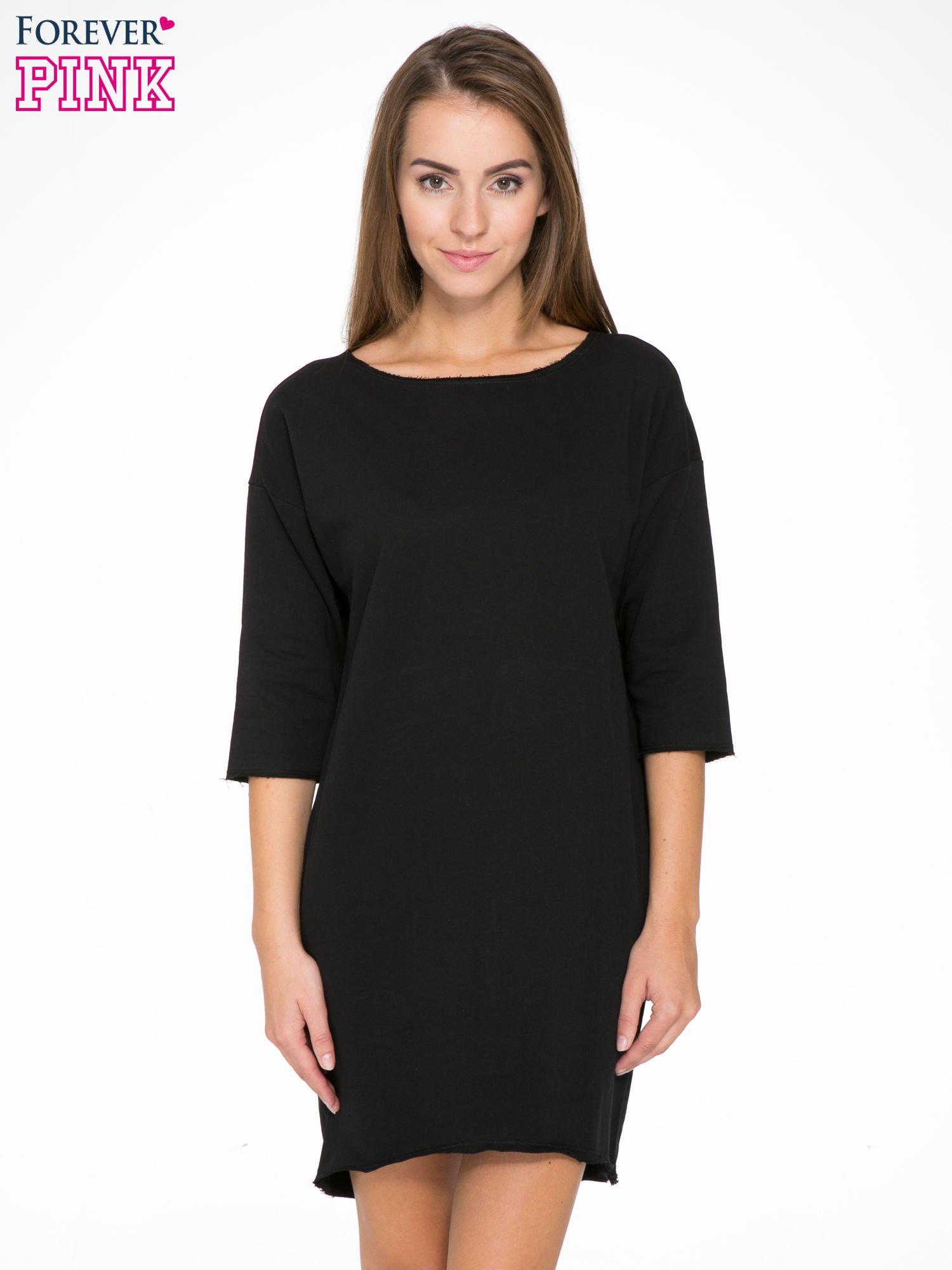 Czarna sukienka oversize z surowym wykończeniem                                  zdj.                                  1