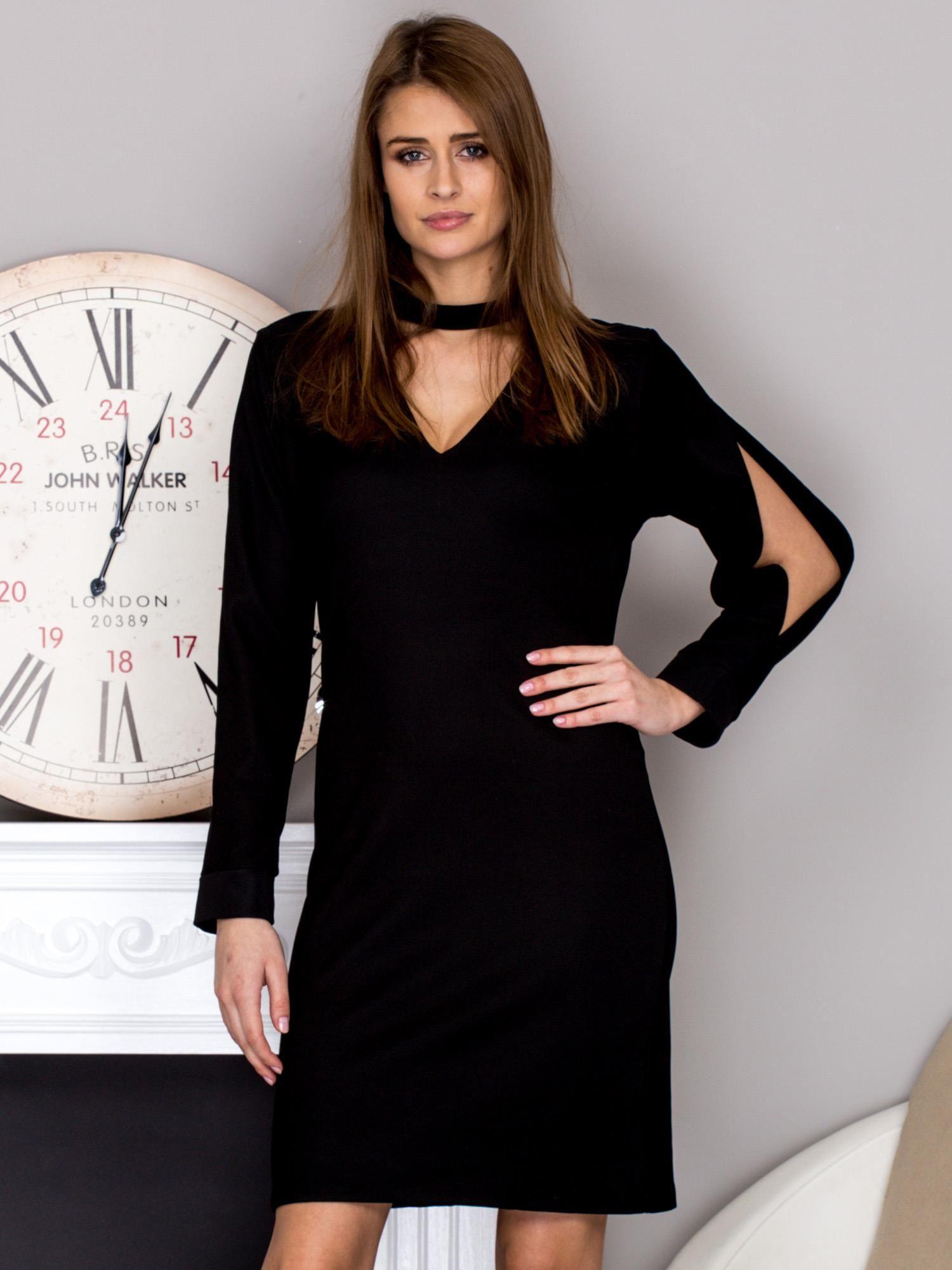 525377a11c Czarna sukienka z chokerem i wycięciami na rękawach - Sukienka ...