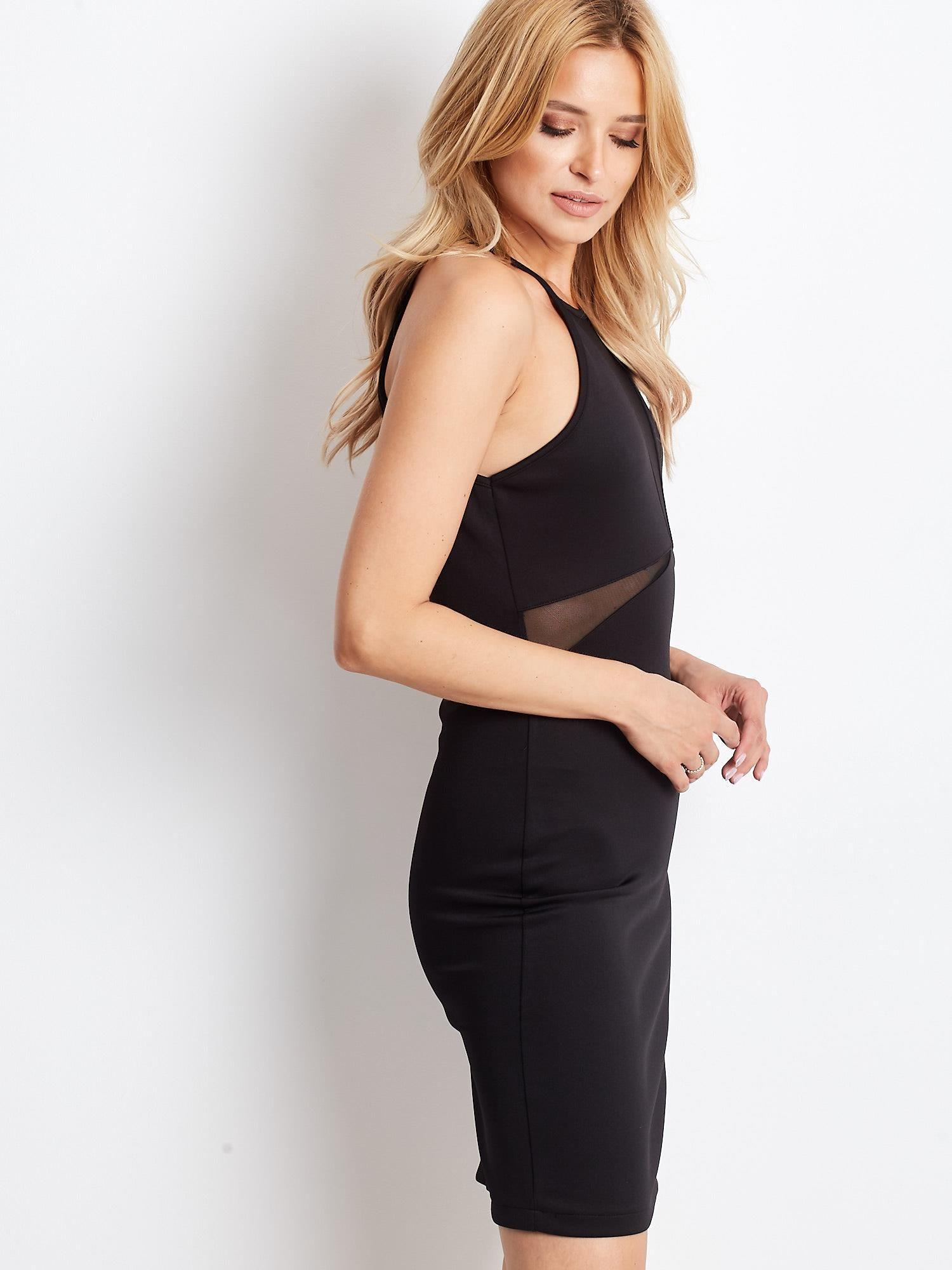 c26f9acda0 2  Czarna sukienka z dekoltem halter i siateczkowymi wstawkami ...