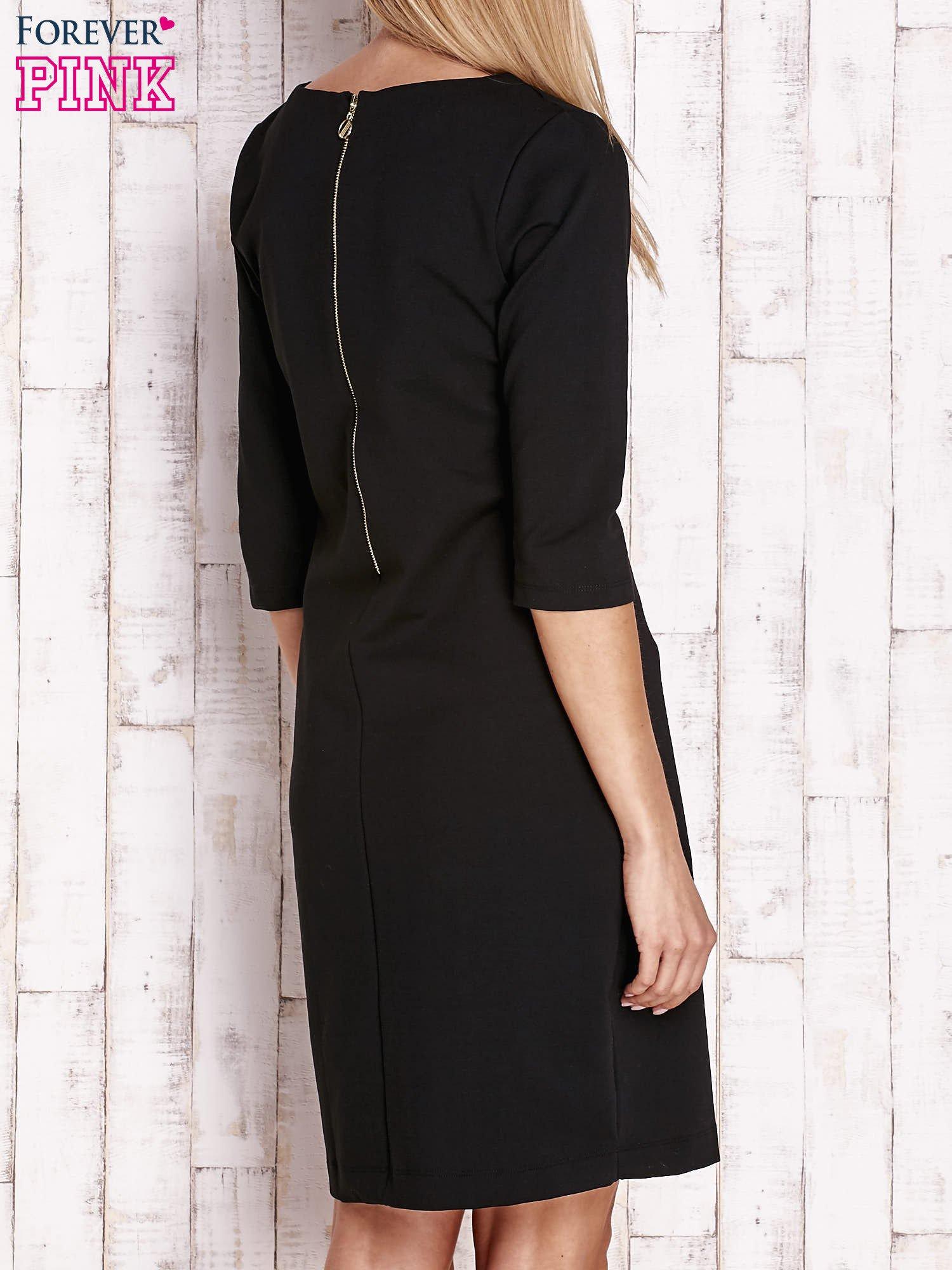 Czarna sukienka z dekoltem w łódkę                                  zdj.                                  4