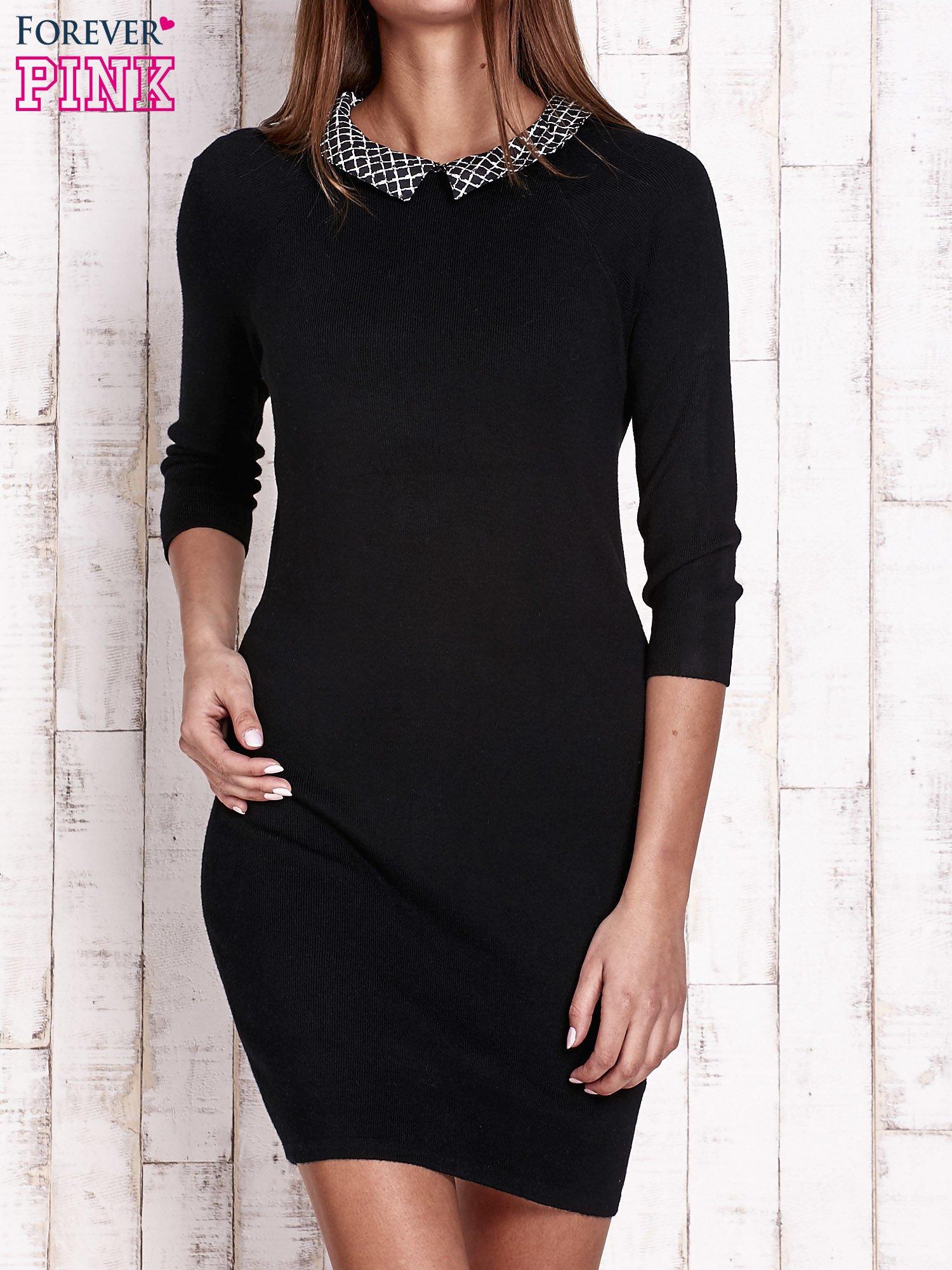 Czarna sukienka z graficznym kołnierzykiem                                   zdj.                                  1