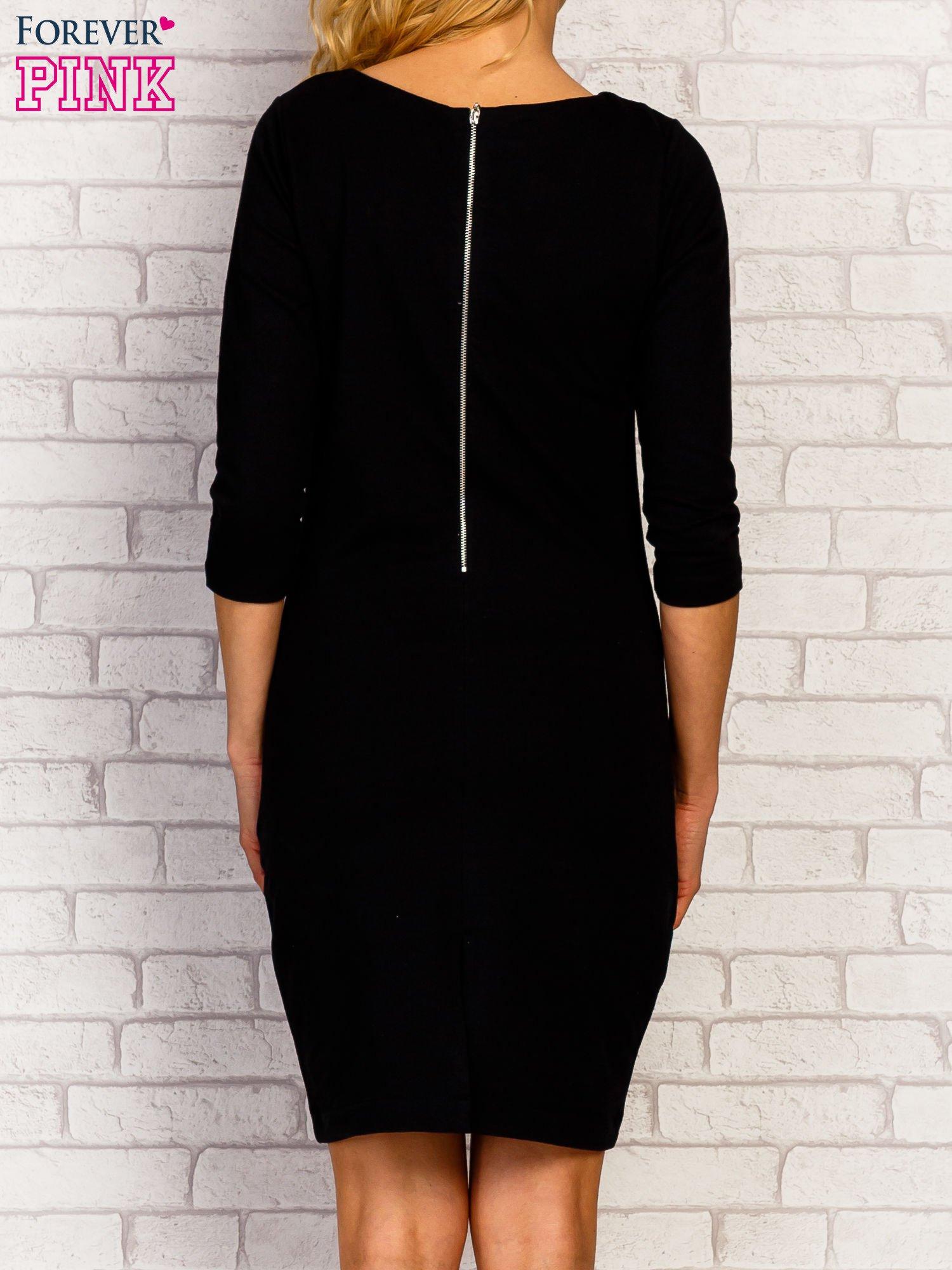 Czarna sukienka z kieszeniami na suwak                                  zdj.                                  4