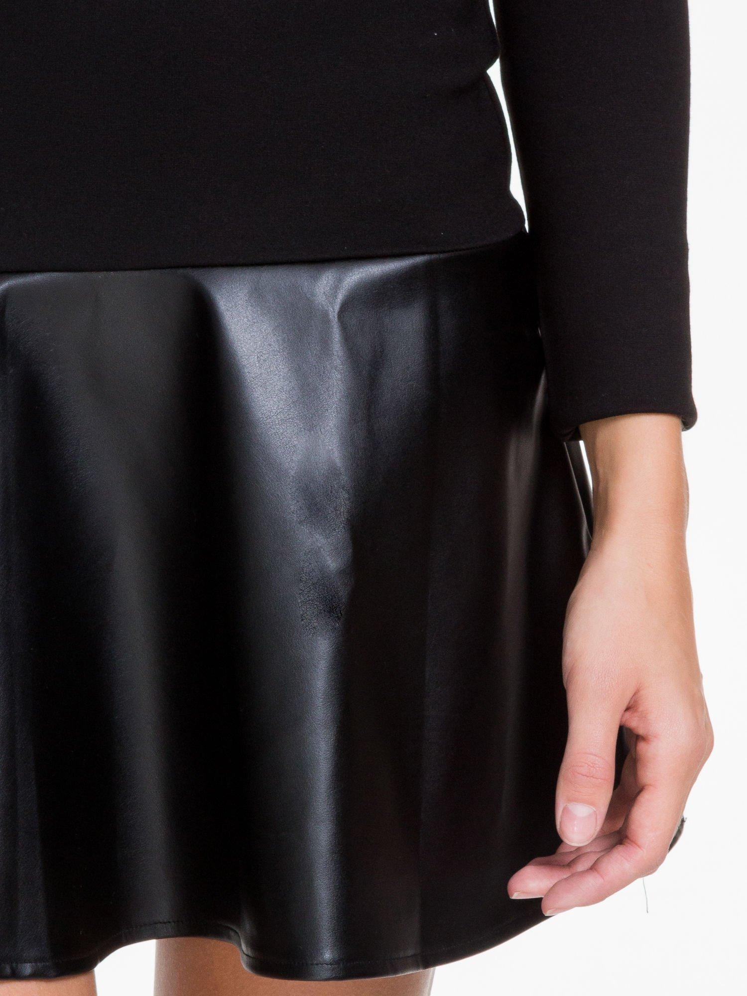 Czarna sukienka z rozkloszowanym dołem ze skóry                                  zdj.                                  7